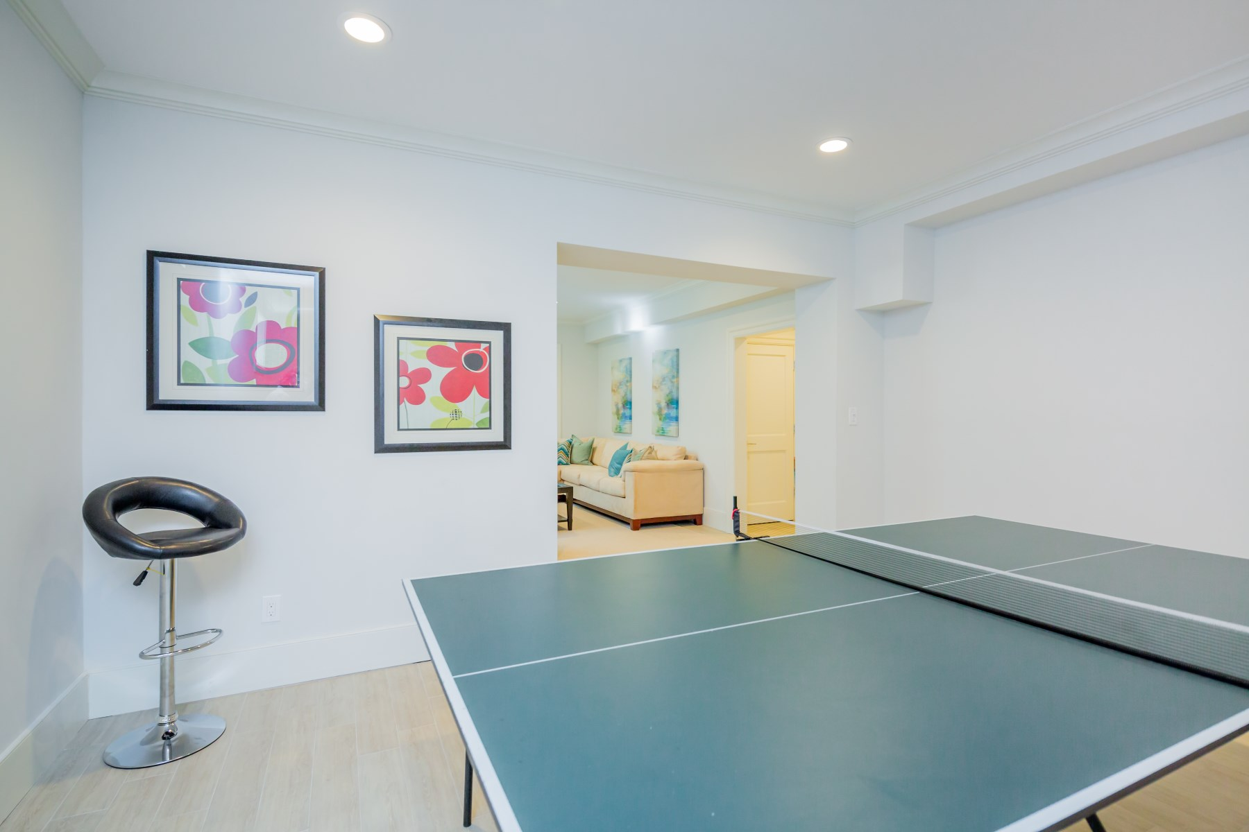 Additional photo for property listing at Brand New Beachy Modern Interiors  Southampton, New York 11968 United States