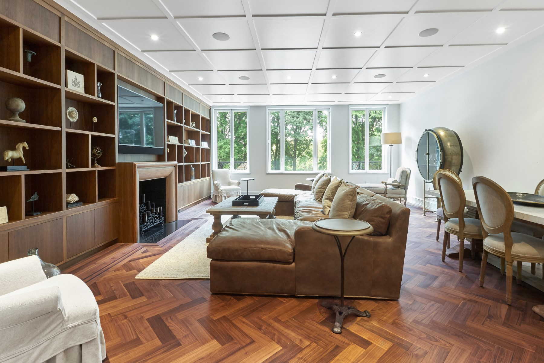 共管式独立产权公寓 为 销售 在 22 Central Park South APT 2 Midtown West, 纽约, 纽约州, 10019 美国