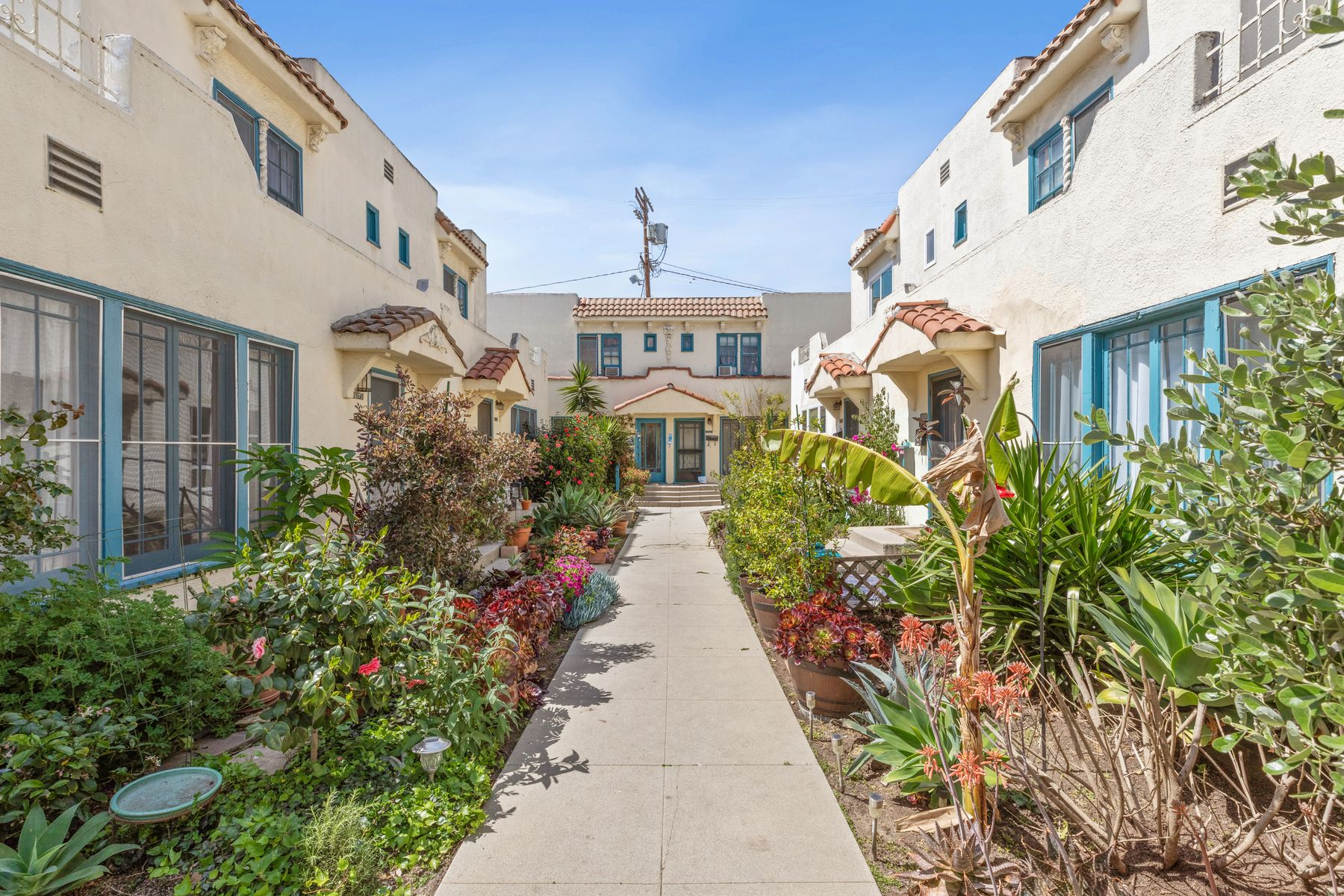 Multi-Family Homes for Active at 617 North Sycamore Avenue Los Angeles, California 90036 United States