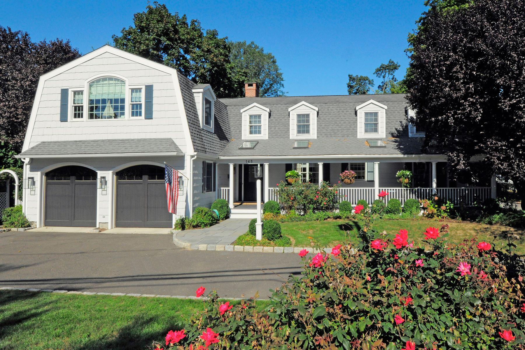 Maison unifamiliale pour l Vente à Classic Old Greenwich Lifestyle 145 Shore Road Old Greenwich, Connecticut 06870 États-Unis