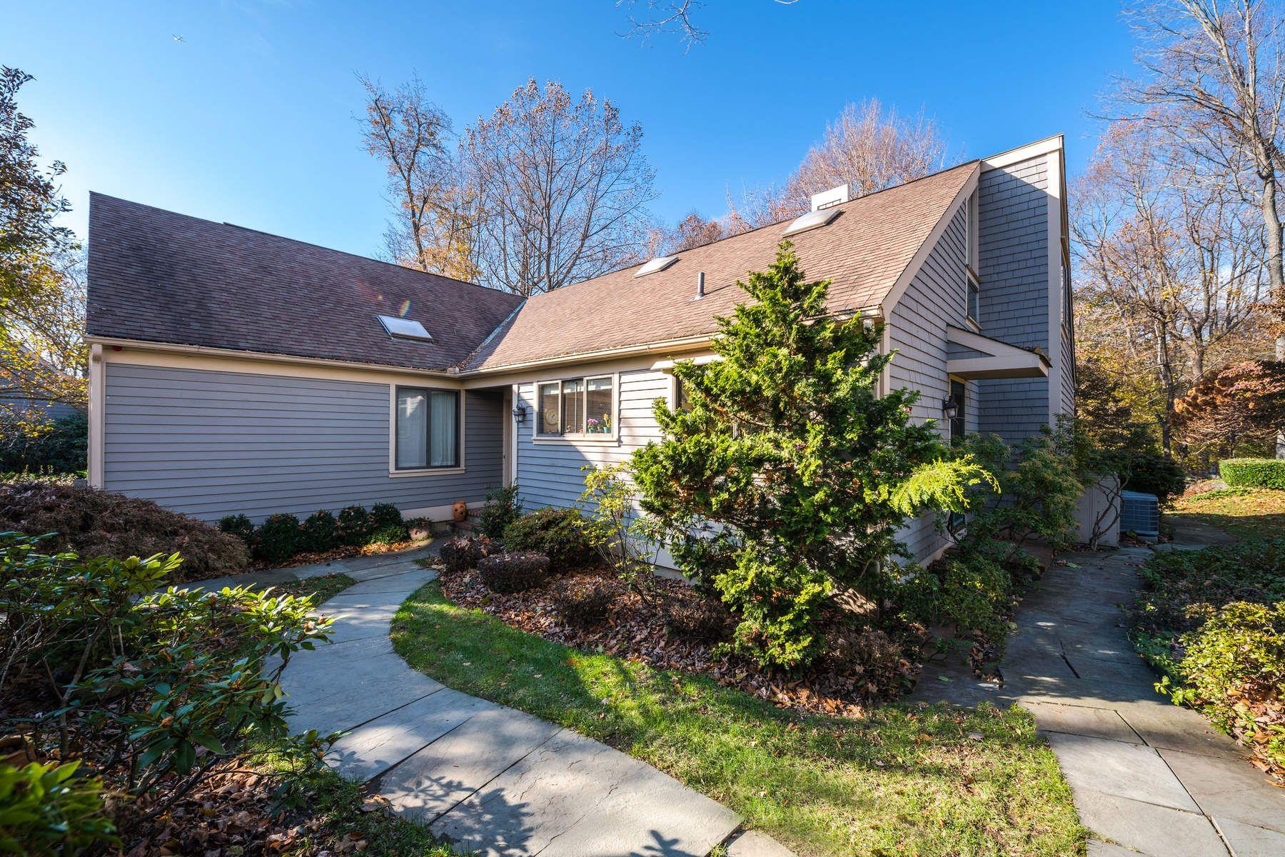 共管式独立产权公寓 为 销售 在 Spacious West Lyon Farm 518 West Lyon Farm Drive, 格林威治, 康涅狄格州, 06831 美国