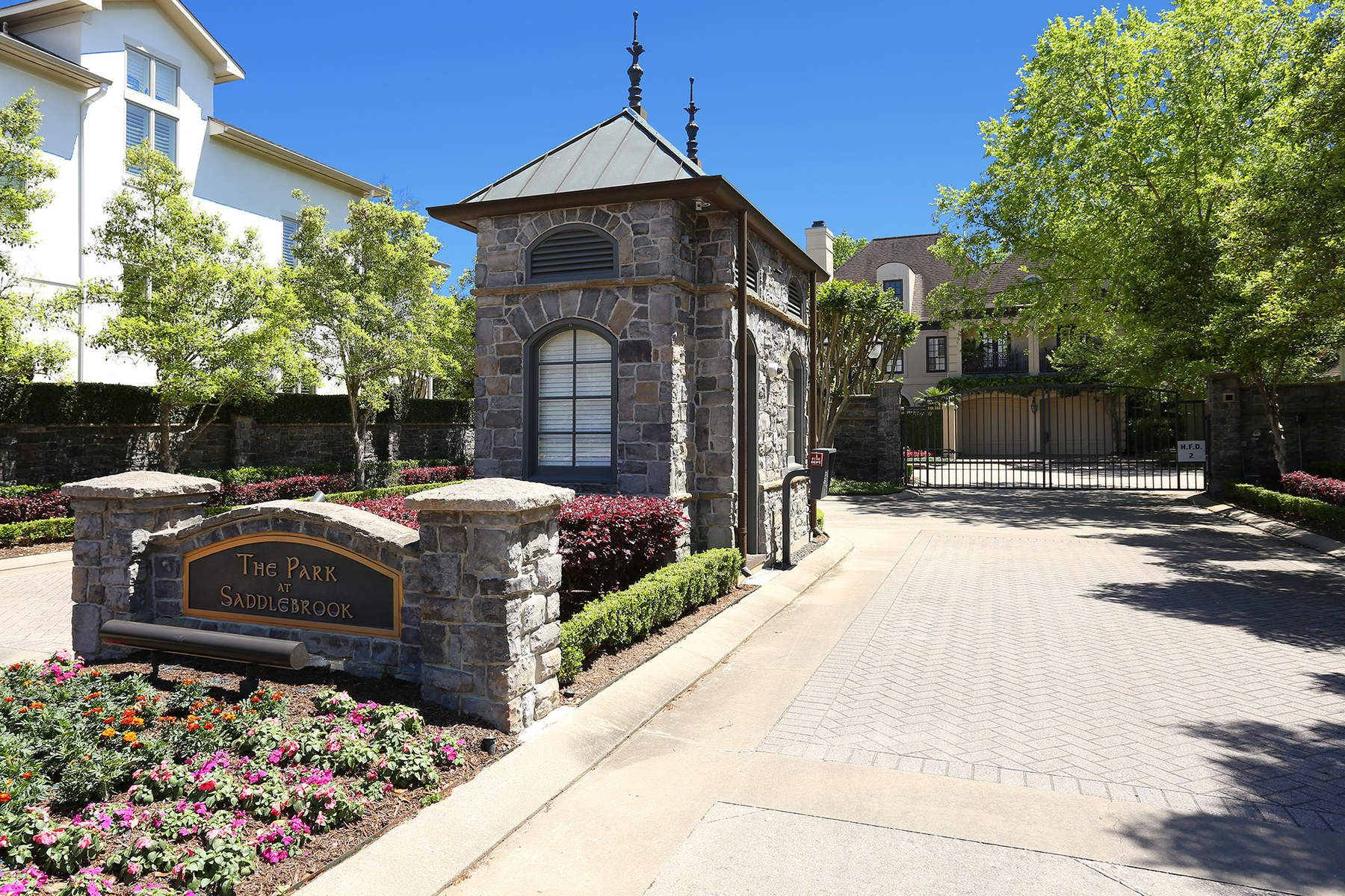 10007 Park Trail Drive 10007 Park Trail Drive Houston, Texas 77024 Estados Unidos