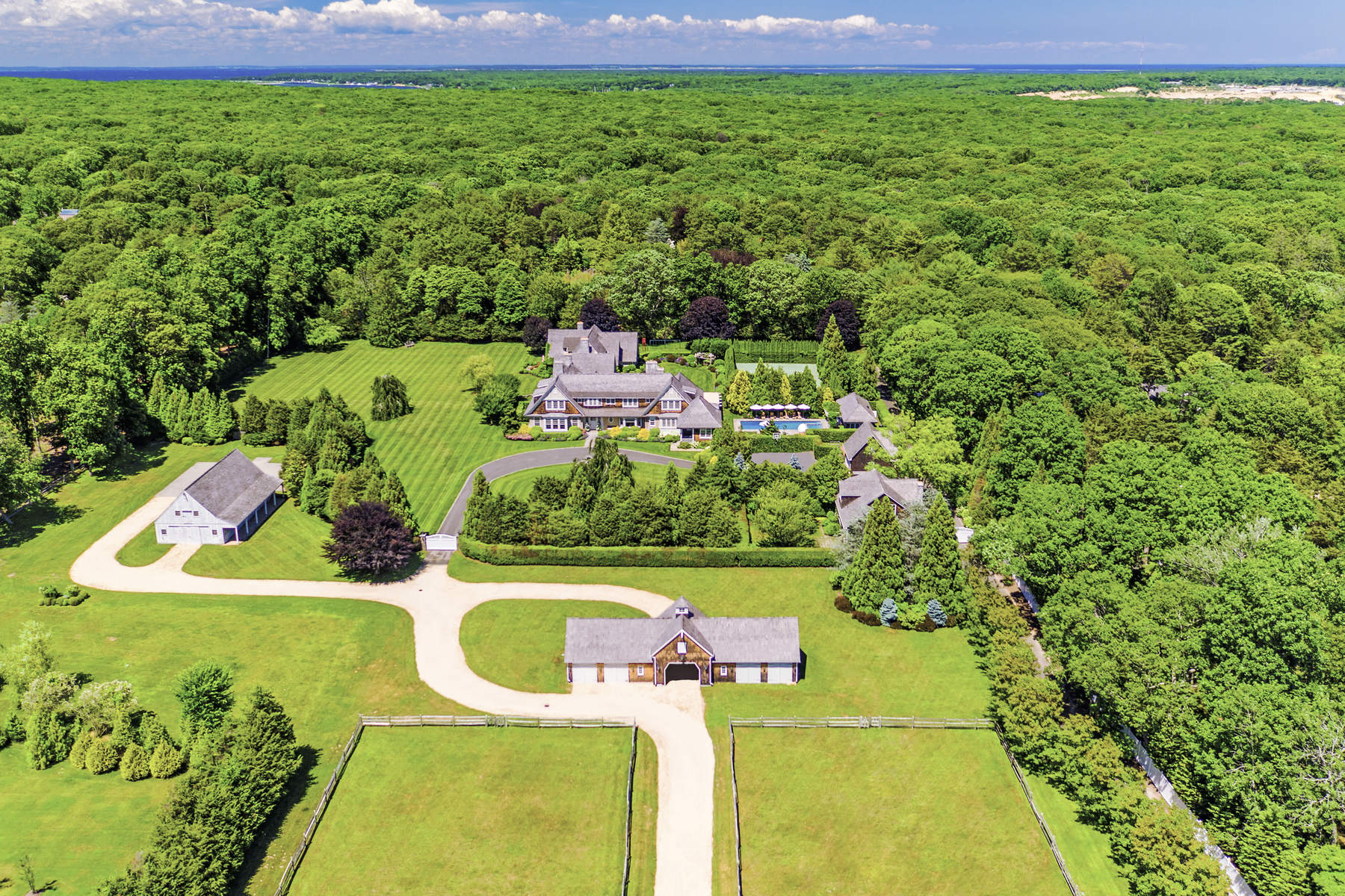 Moradia para Venda às WORLD CLASS EAST HAMPTON ESTATE 172 Cedar Street, East Hampton, Nova York, 11937 Estados Unidos