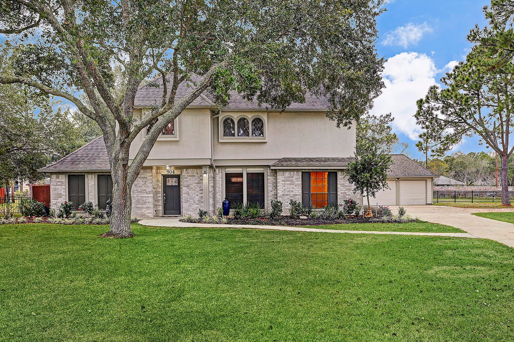 Single Family Home for Sale at 904 Evergreen Drive Friendswood, Texas, 77546 United States
