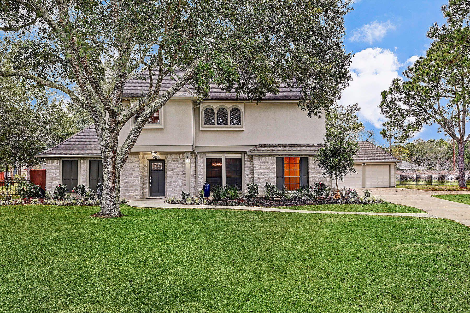 واحد منزل الأسرة للـ Sale في 904 Evergreen Drive Friendswood, Texas, 77546 United States