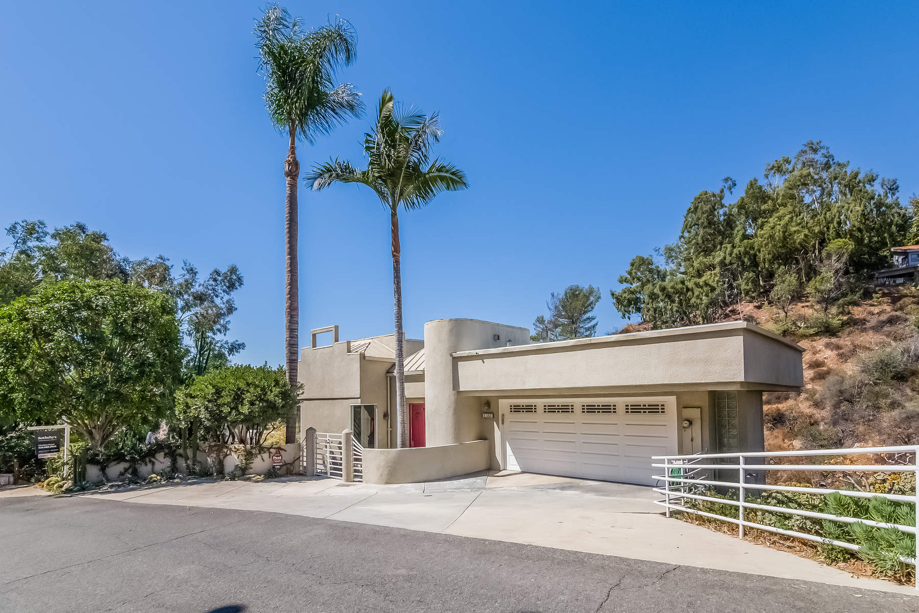 Villa per Vendita alle ore Contemporary with Views to Downtown LA 1388 Glen Oaks Boulevard, Pasadena, California, 91105 Stati Uniti