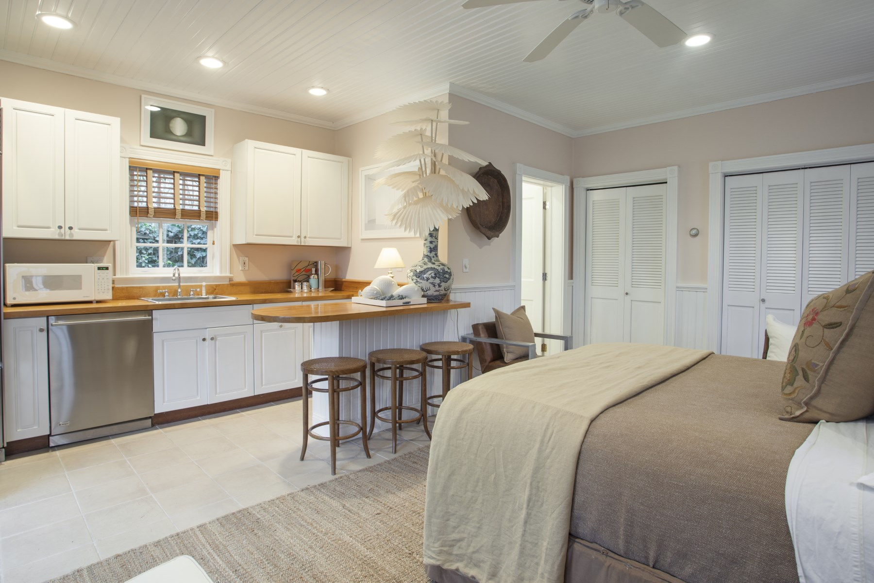 Additional photo for property listing at Superb Renovated SH Village Cottage 320 Hill Street Southampton, New York 11968 United States