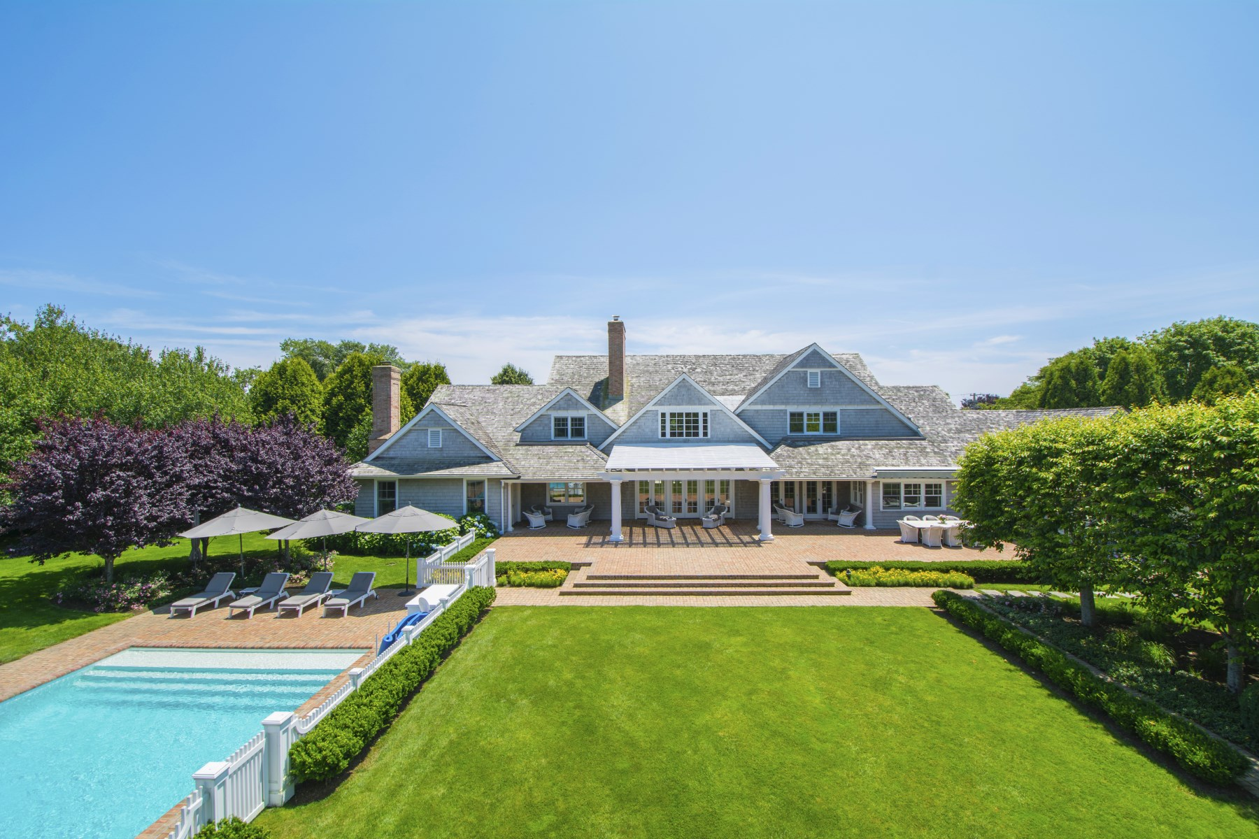 Villa per Vendita alle ore Southampton Village Estate 295 Wickapogue Road Southampton, New York, 11968 Stati Uniti