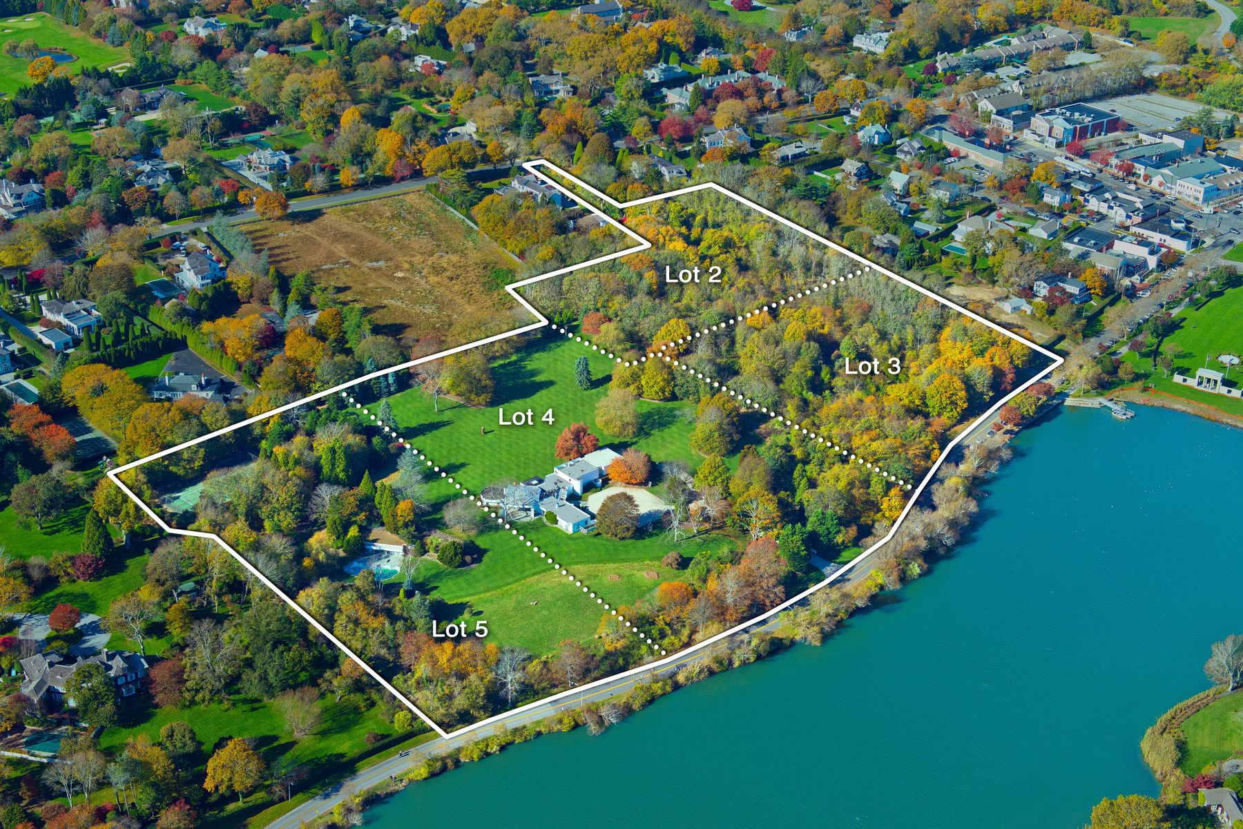 Casa Unifamiliar por un Venta en Overlooking Lake Agawam 137, 153 Pond Lane & 52 First Neck Lane 3 properties combined Southampton, Nueva York 11968 Estados Unidos