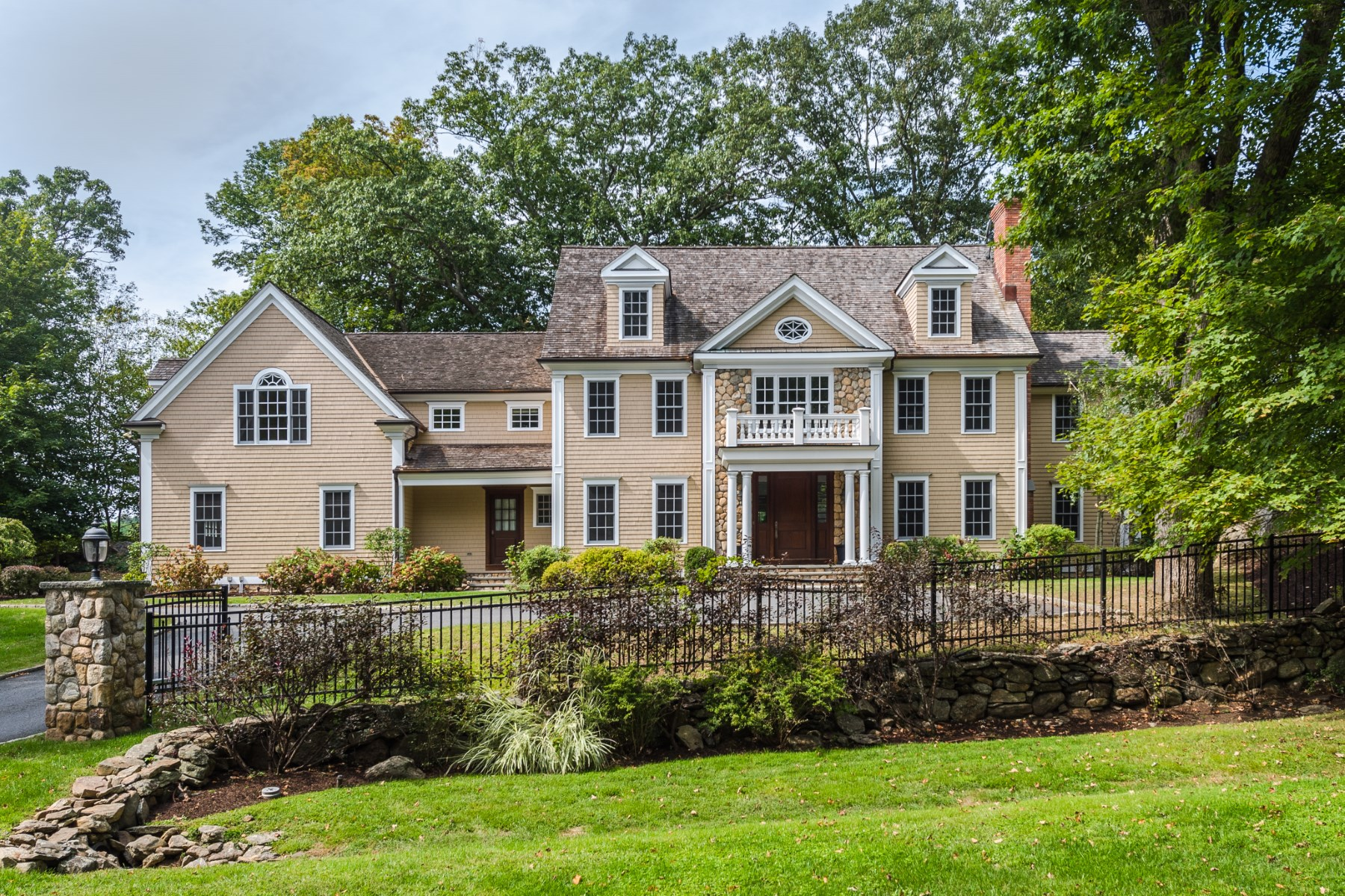 Maison unifamiliale pour l Vente à 19 Thunder Mountain Road Greenwich, Connecticut, 06831 États-Unis