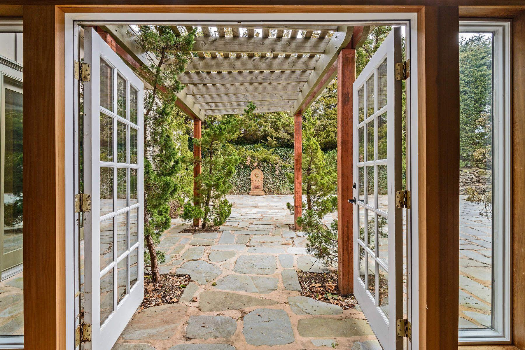 Additional photo for property listing at POST MODERN BARN, INFINITY POOL  Sagaponack, New York 11962 United States