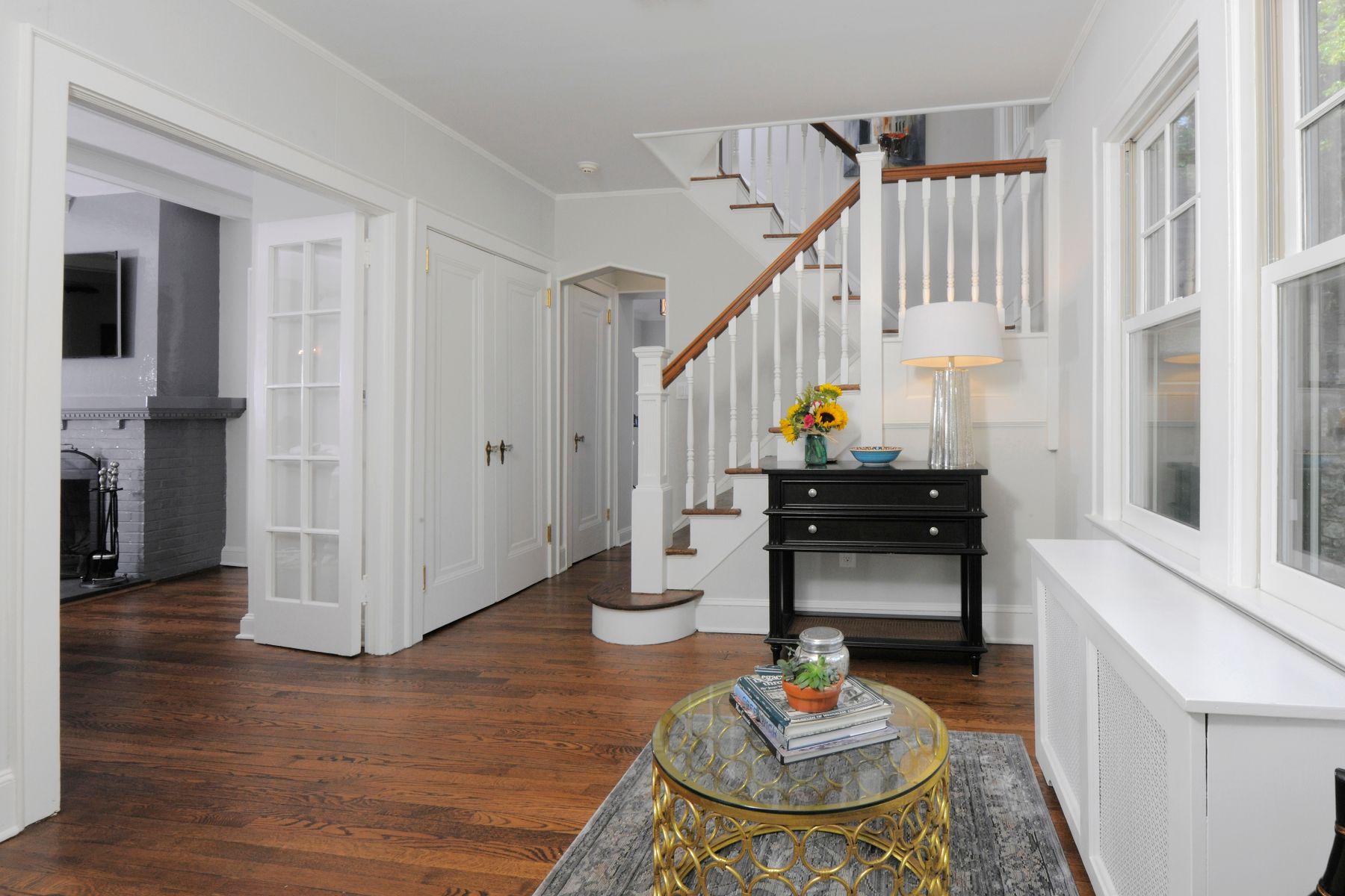 Частный односемейный дом для того Продажа на 36 Valleywood Road 36 Valleywood Road Cos Cob, Коннектикут 06807 Соединенные Штаты