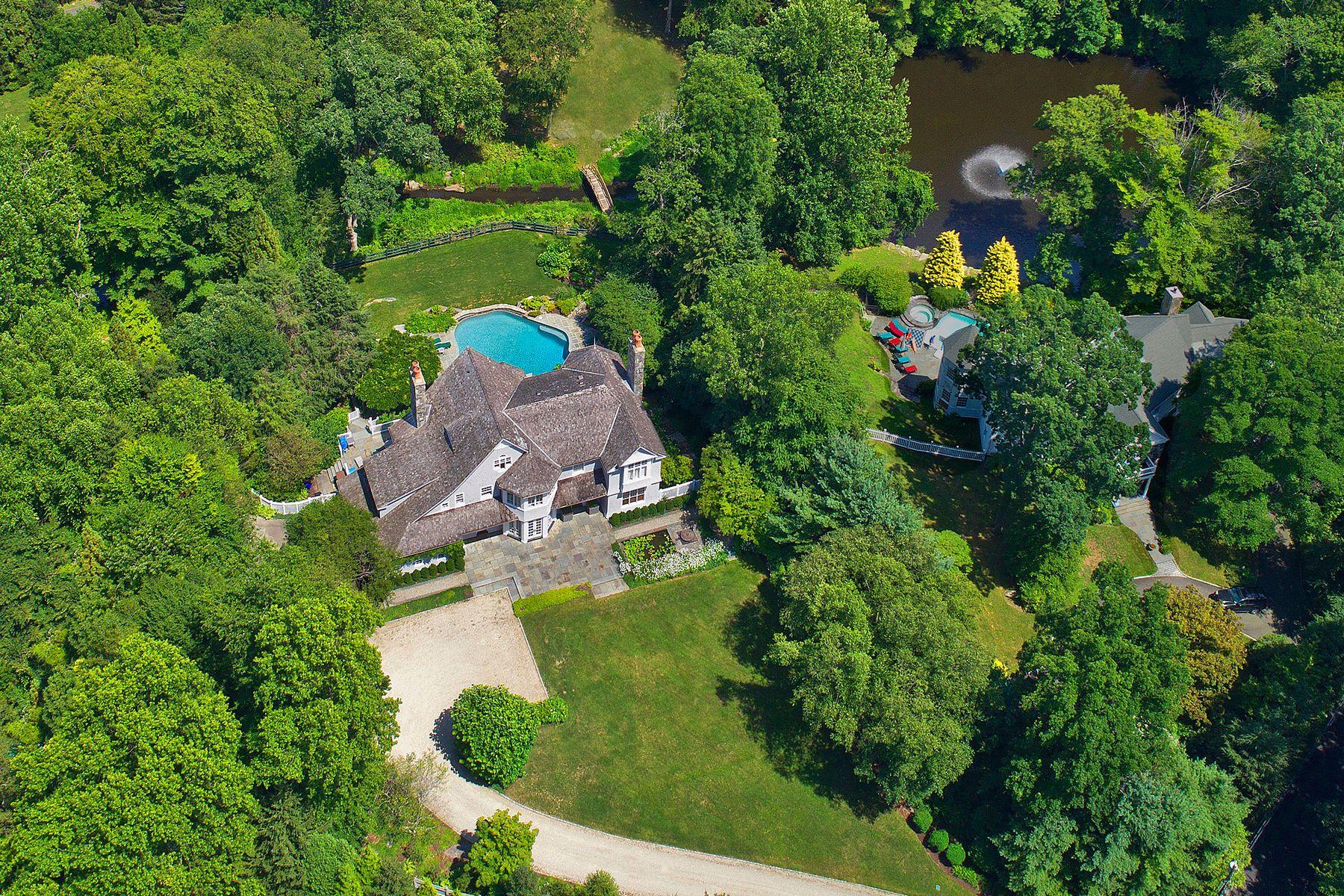 Частный односемейный дом для того Продажа на 11 Laurel Lane South Of Parkway, Greenwich, Коннектикут, 06830 Соединенные Штаты