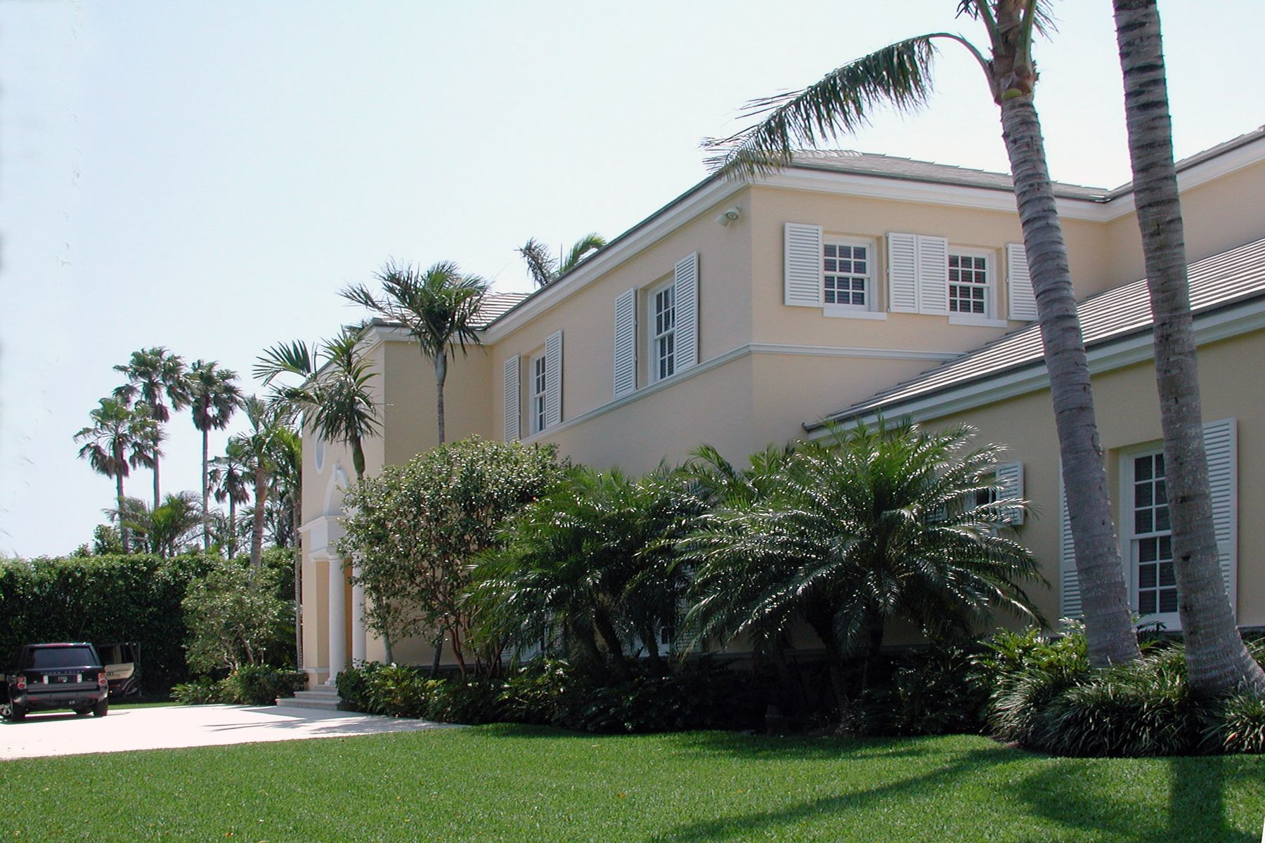 Enfamiljshus för Hyra vid British Colonial Rental 510 N Lake Way Palm Beach, Florida 33480 Usa