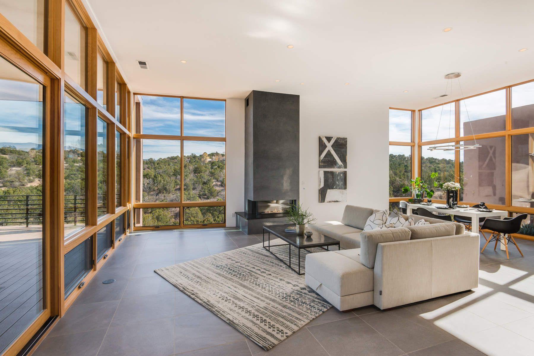 独户住宅 为 销售 在 87 Avenida De Las Casas 圣达非, 新墨西哥州, 87506 美国