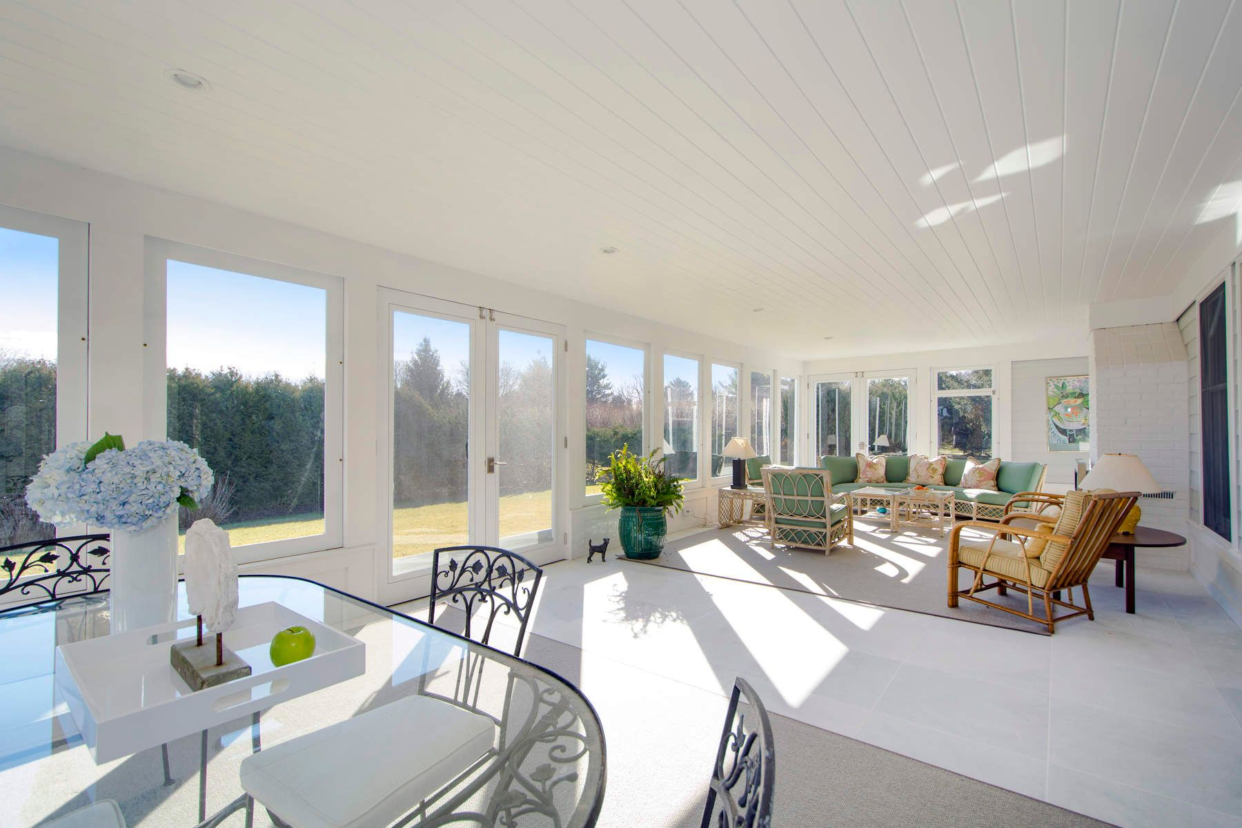 Additional photo for property listing at Chic Cobblefield Residence 50 Cobblefield Lane Southampton, New York 11968 United States