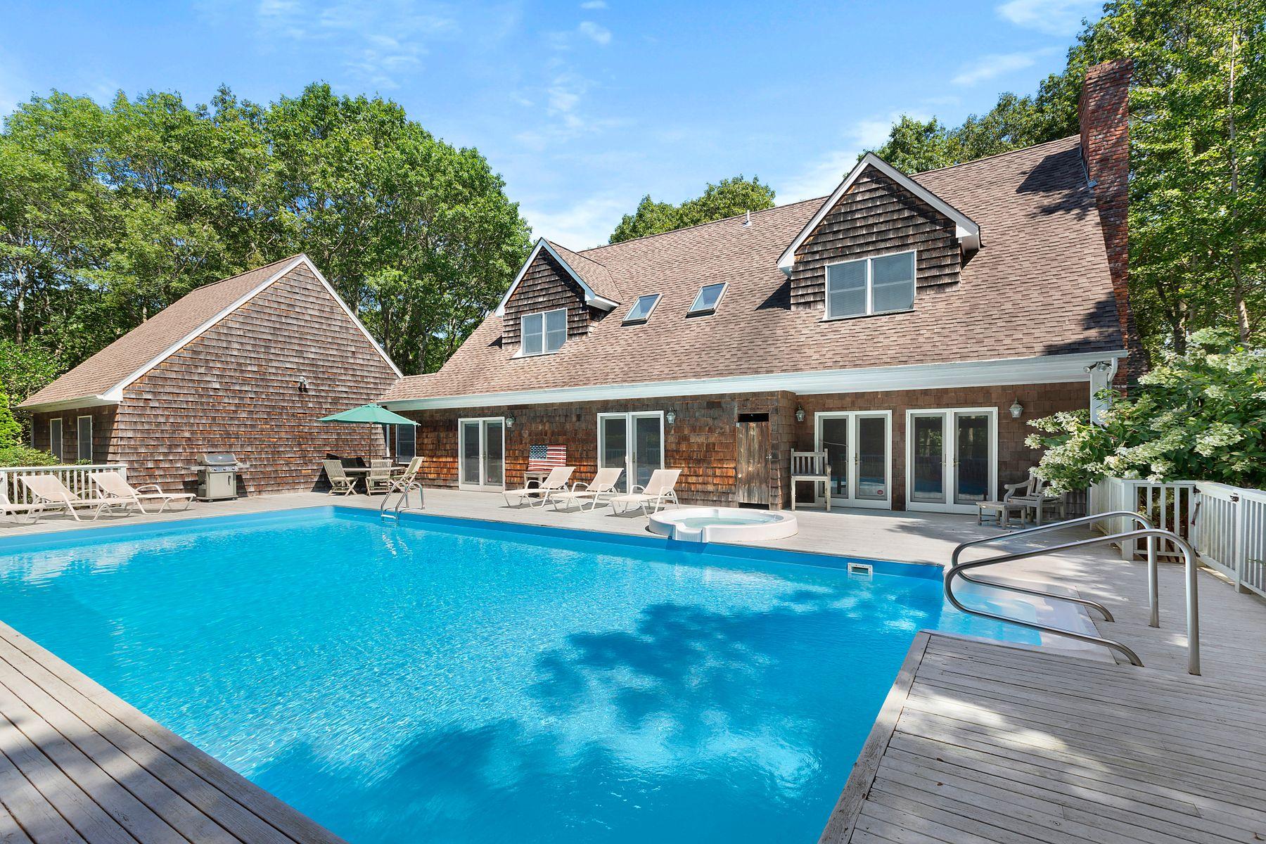 Single Family Homes för Försäljning vid Wainscott, Village and Ocean Convenience 73 Wainscott Northwest Road, Wainscott, New York 11975 Förenta staterna