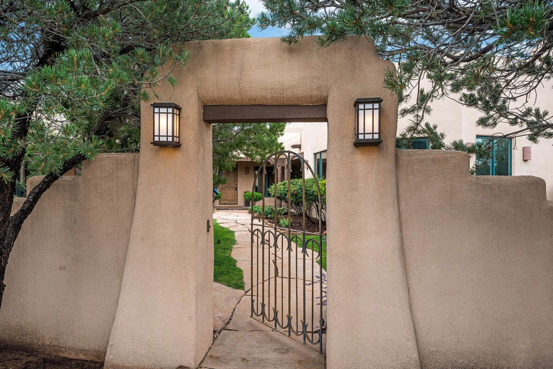 واحد منزل الأسرة للـ Sale في 100 Amberwood Loop Santa Fe, New Mexico, 87506 United States