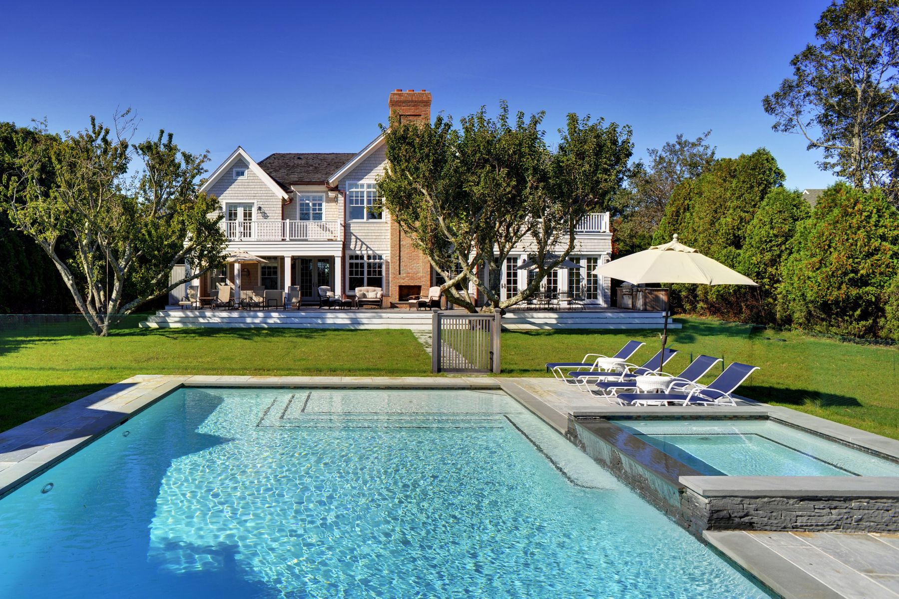 Additional photo for property listing at Majestic Views New Construction  East Hampton, New York 11937 United States