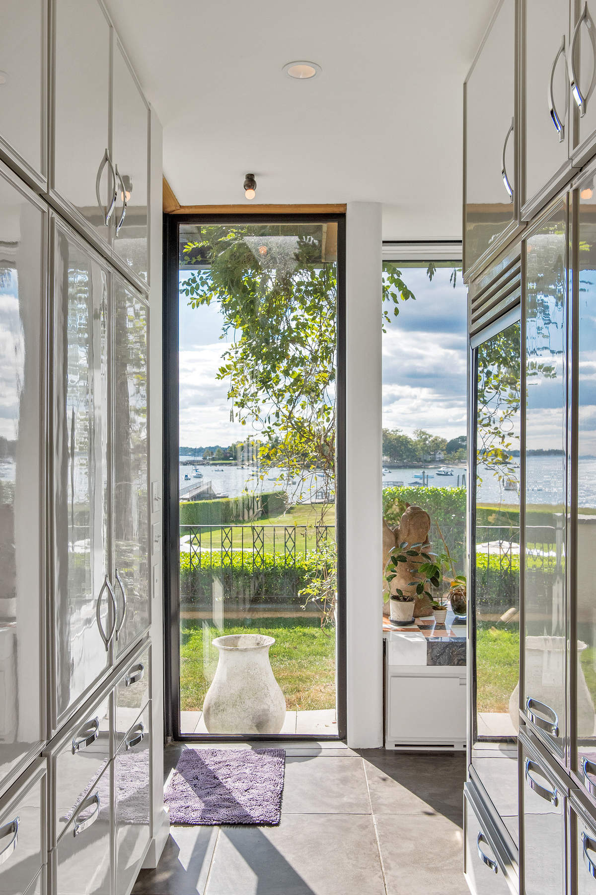 Additional photo for property listing at 163 Pear Tree Point Road 163 Pear Tree Point Road Darien, Connecticut 06820 United States