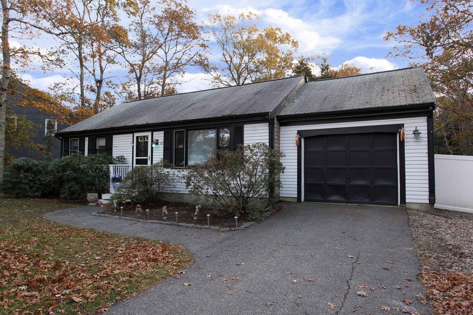 Nhà ở một gia đình vì Bán tại 42 John Ewer Road, Sandwich, MA Sandwich, Massachusetts, 02563 Hoa Kỳ