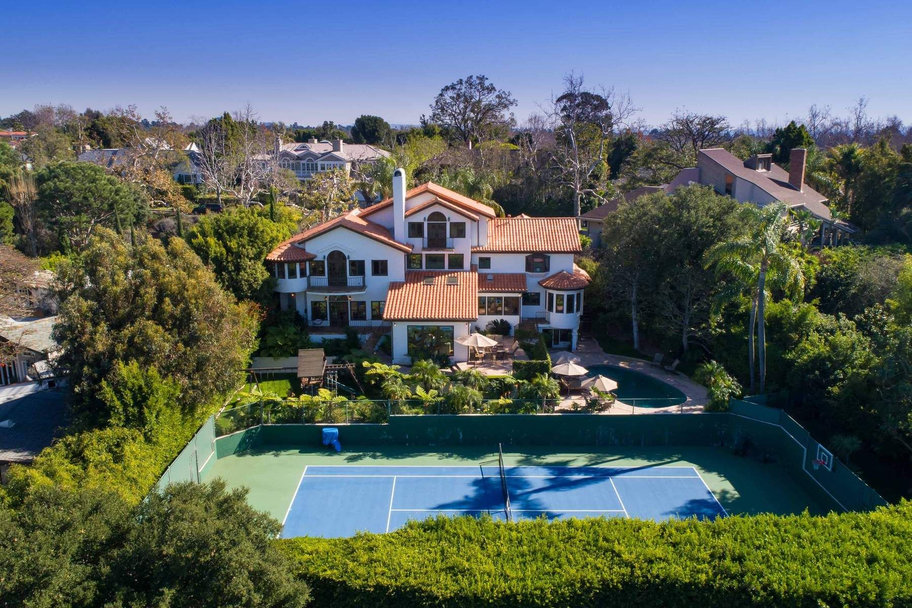 獨棟家庭住宅 為 出售 在 Private Estate Near Palisades Riviera 1027 Ravoli Drive, Pacific Palisades, 加利福尼亞州, 90272 美國