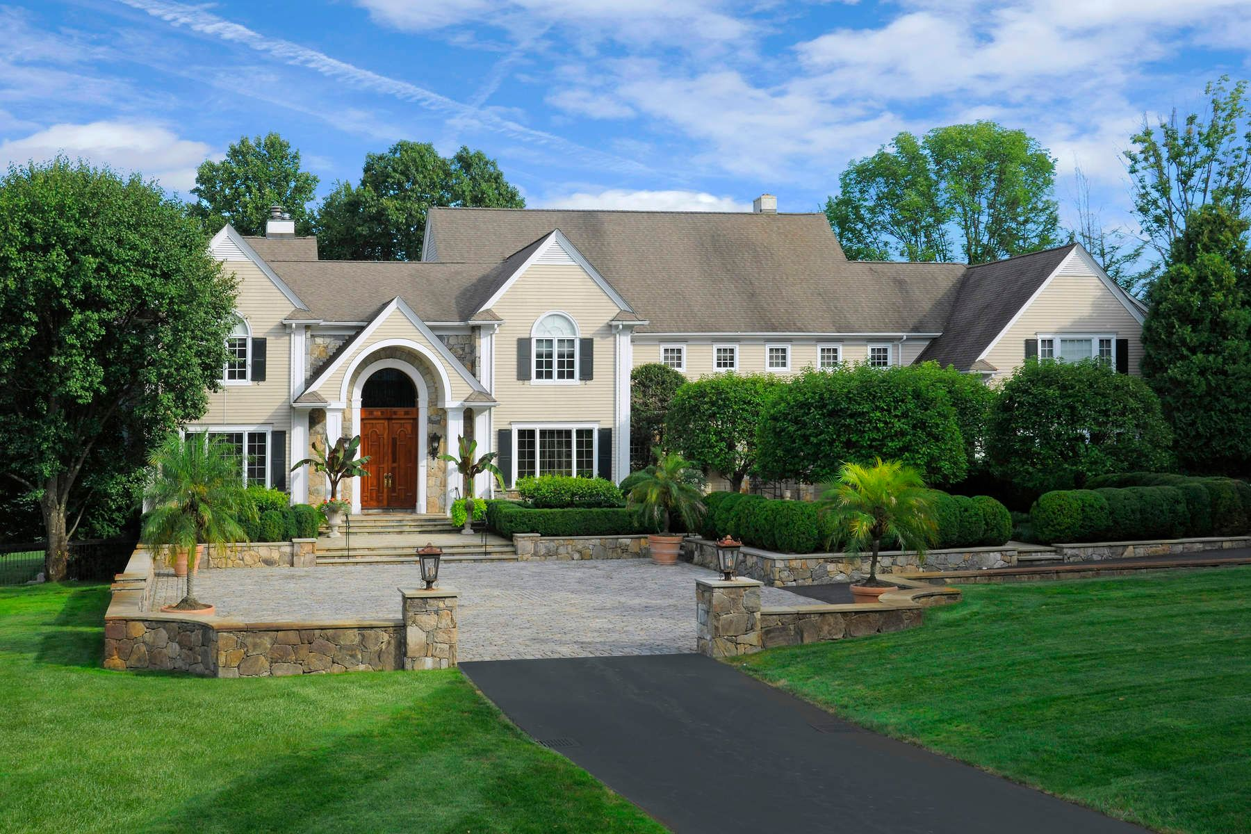 Casa Unifamiliar por un Venta en 10 Deer Meadow Lane 10 Deer Meadow Lane Stamford, Connecticut 06903 Estados Unidos