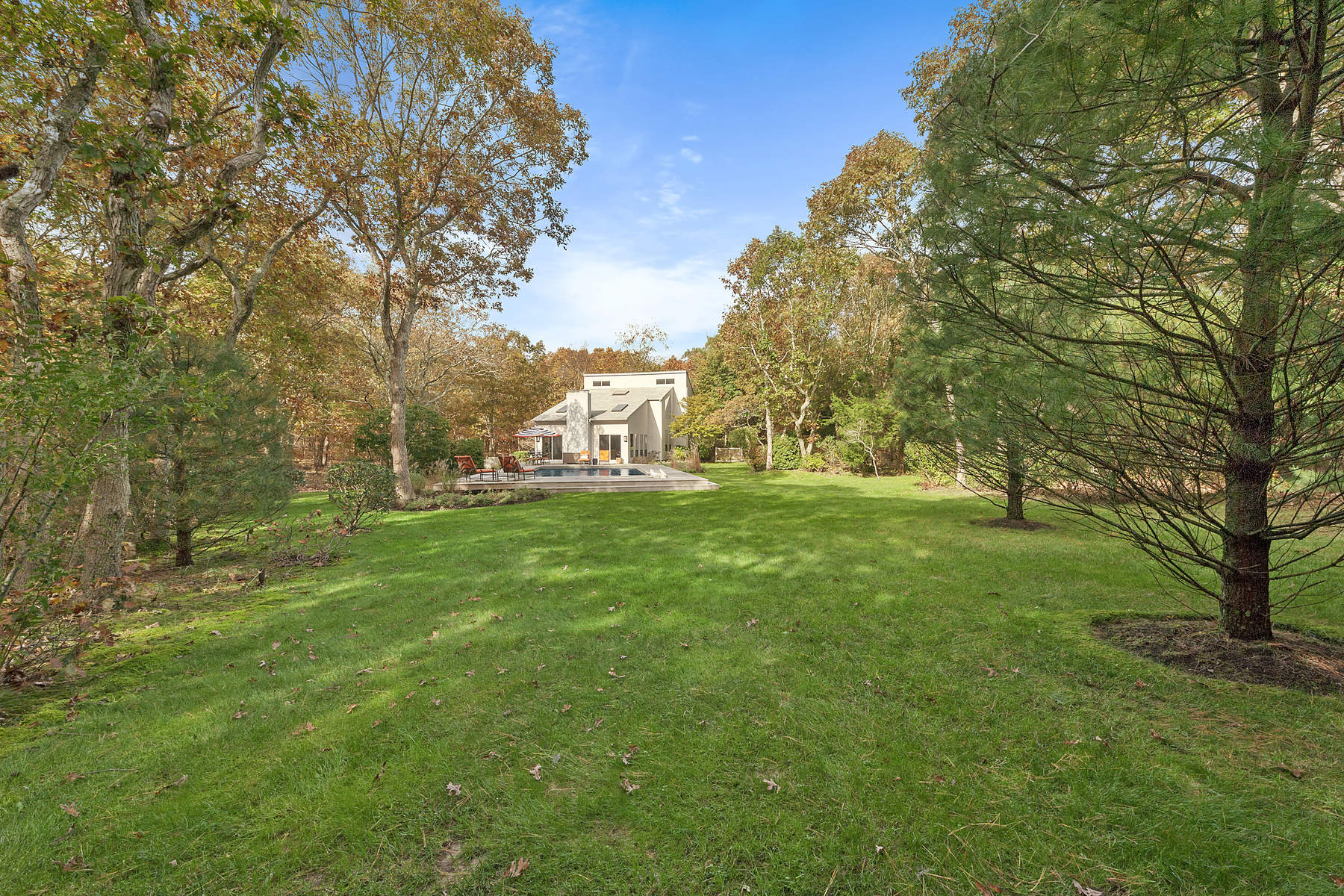 Additional photo for property listing at Gorgeous Private Setting 752 Sagg Road Sagaponack, New York 11962 United States