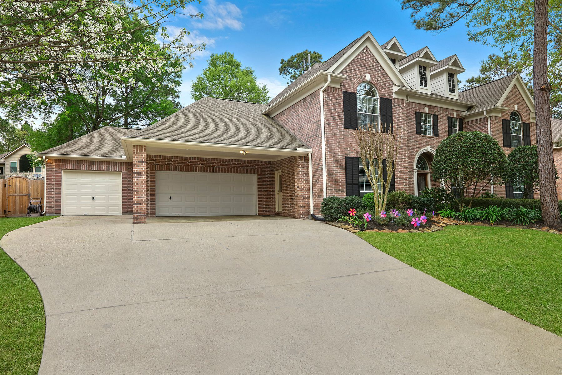 Single Family Homes for Active at 2822 Mountain Green Trail Kingwood, Texas 77345 United States