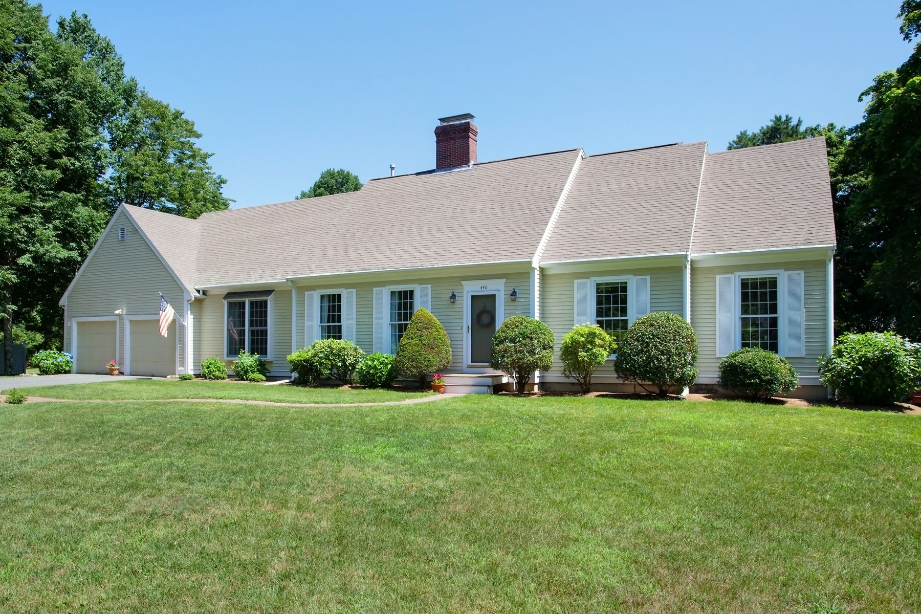 Single Family Home for Active at 440 Main Street, Cotuit 440 Main Street Cotuit, Massachusetts 02635 United States