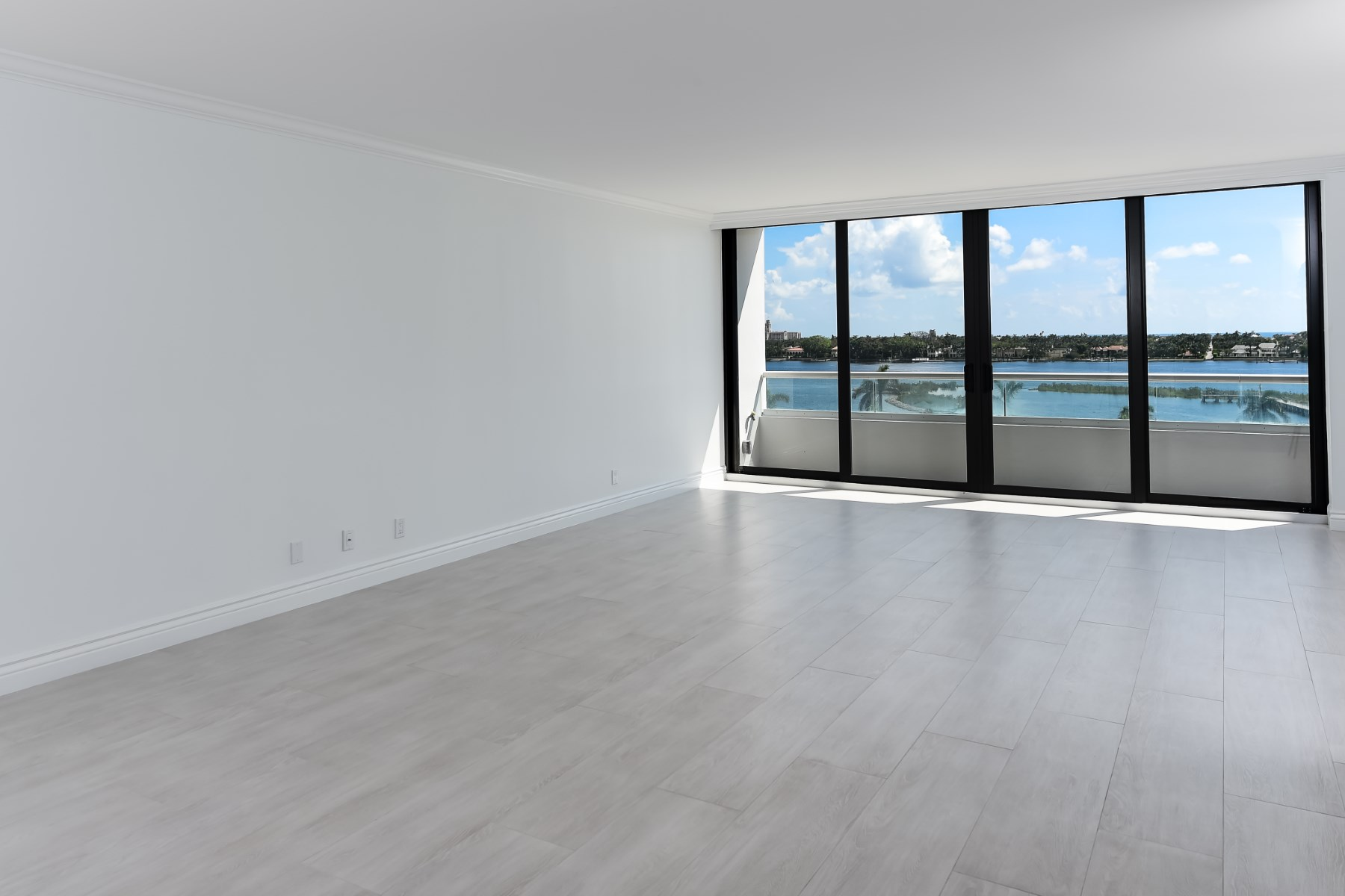 콘도미니엄 용 매매 에 Trump Plaza Waterview Apartment 529 S Flagler Drive 6F West Palm Beach, 플로리다 33401 미국