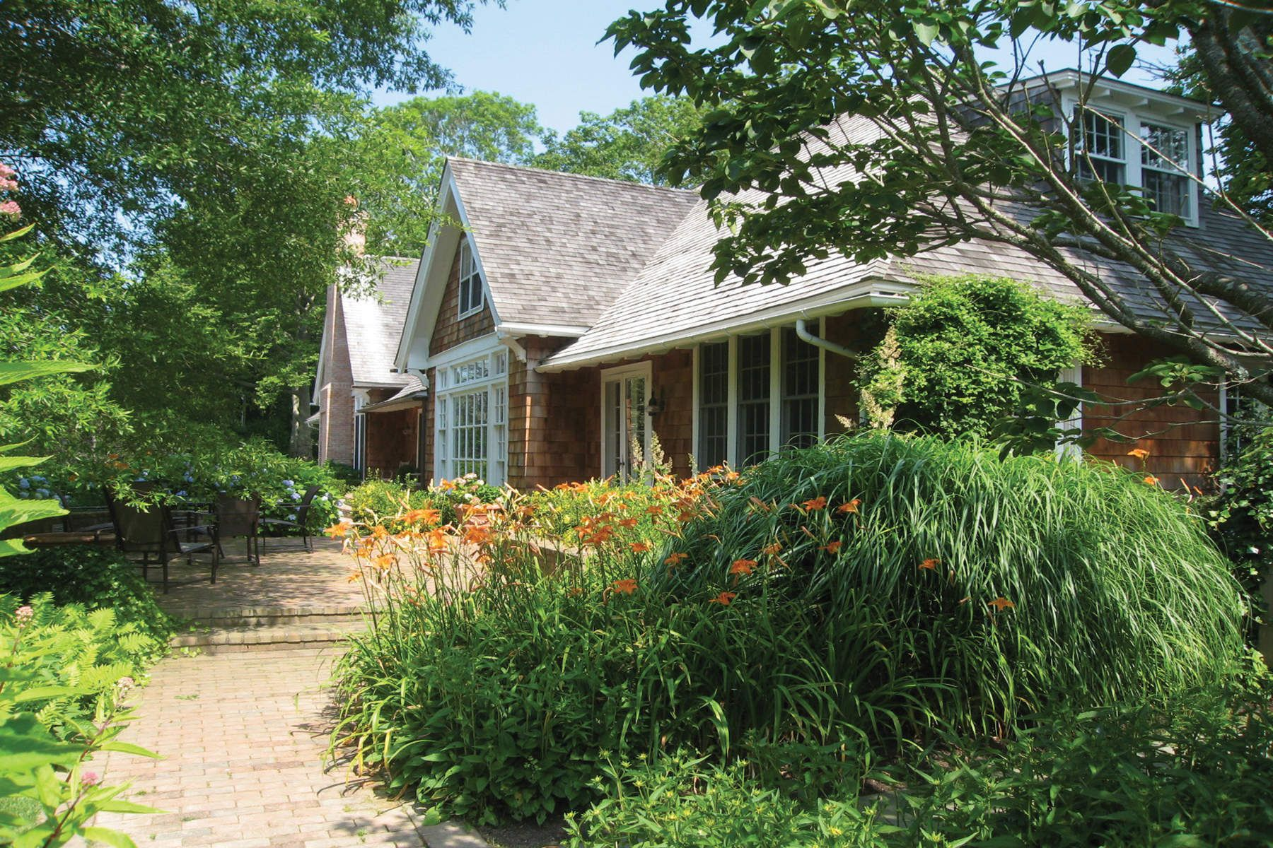 Single Family Home for Rent at Updated Georgica Carriage House 46 Georgica Road East Hampton, New York 11937 United States