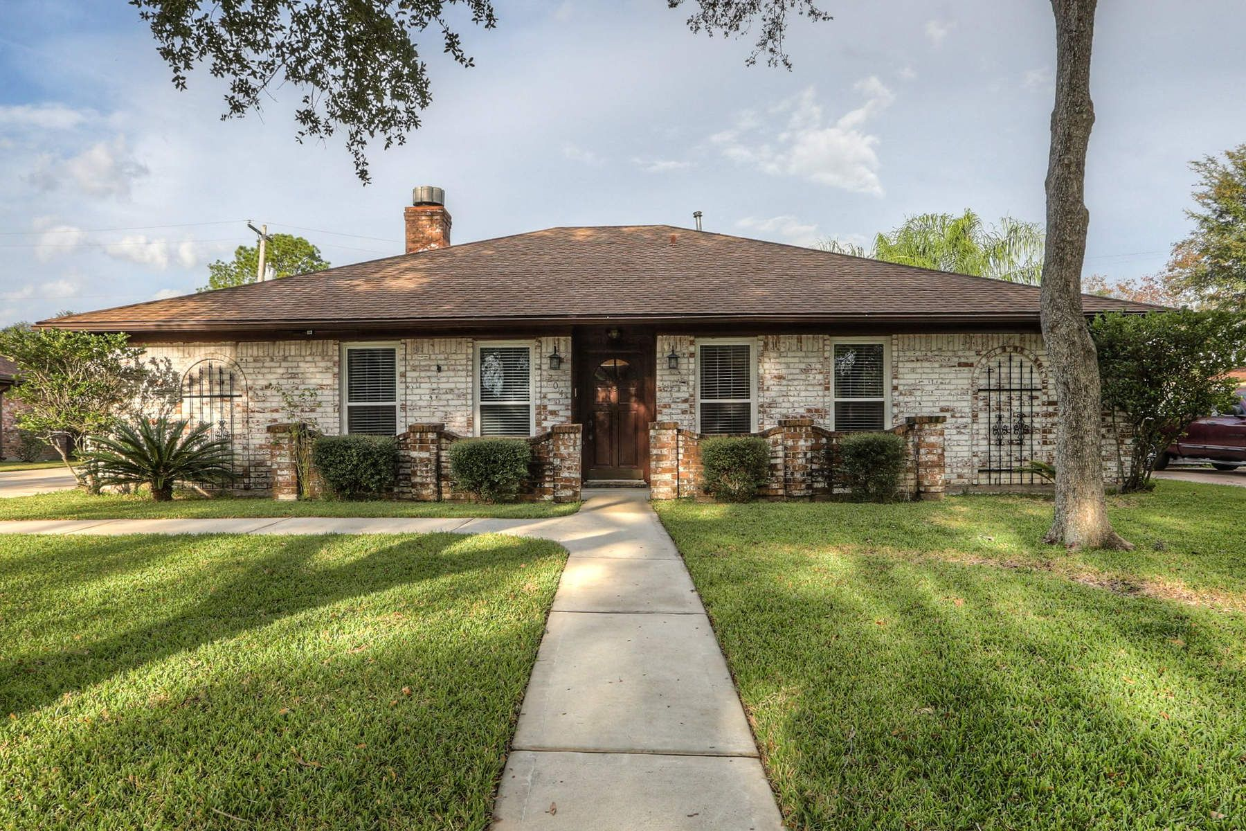 Single Family Home for Sale at 204 Williamsport Street 204 Williamsport Street League City, Texas 77573 United States