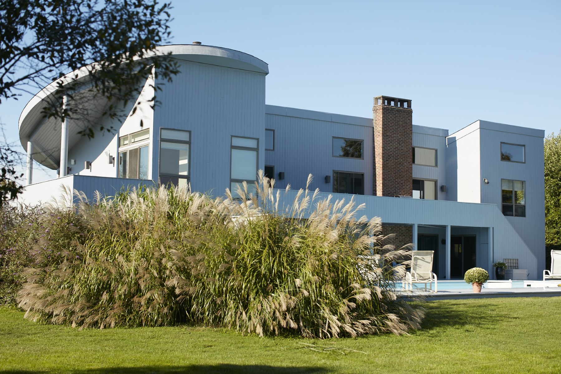 Additional photo for property listing at Updated Contemporary Near Ocean  Bridgehampton, New York 11930 United States