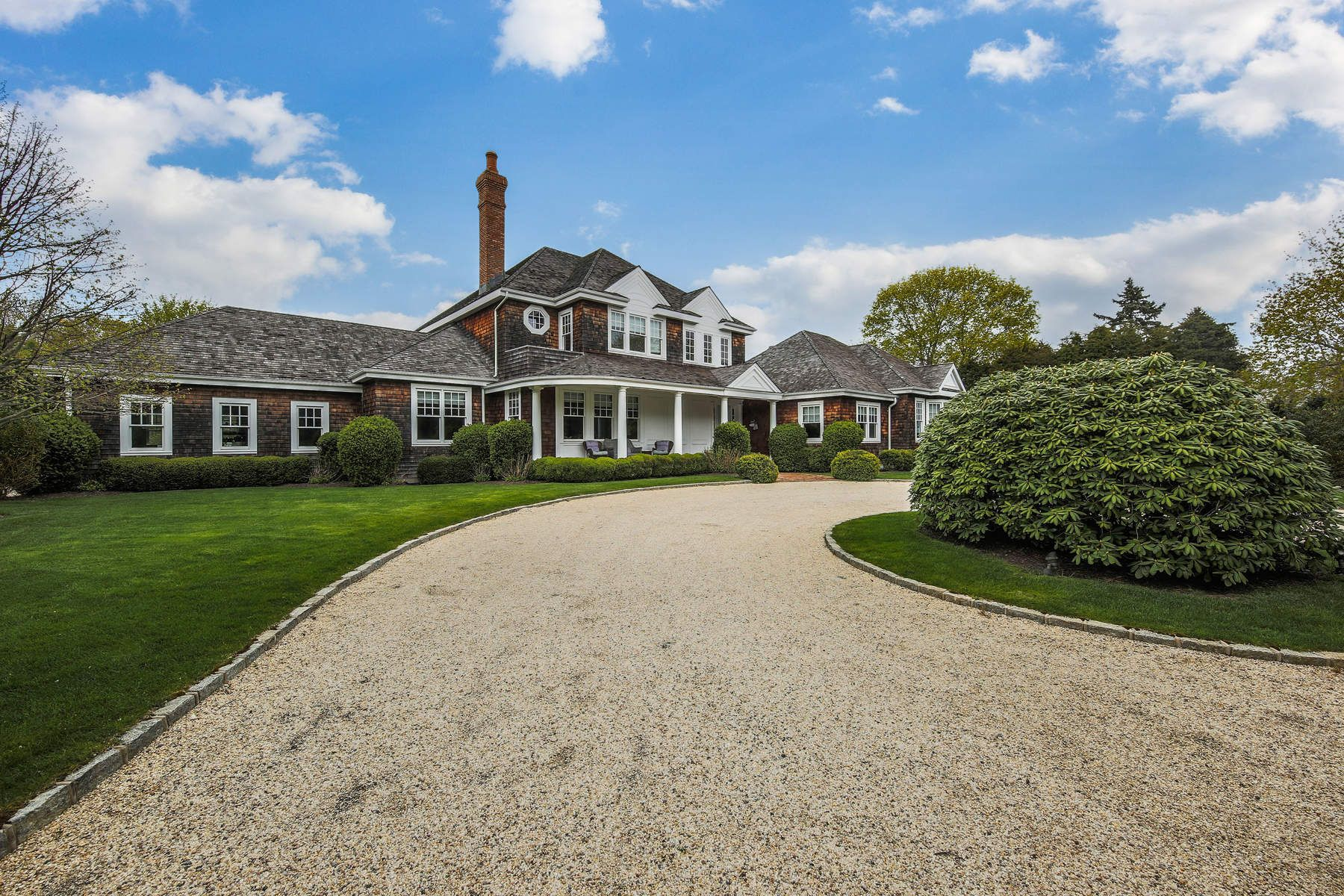 Additional photo for property listing at Noteworthy Gated Estate in Southampton 5 Cameron Way Southampton, New York 11968 United States