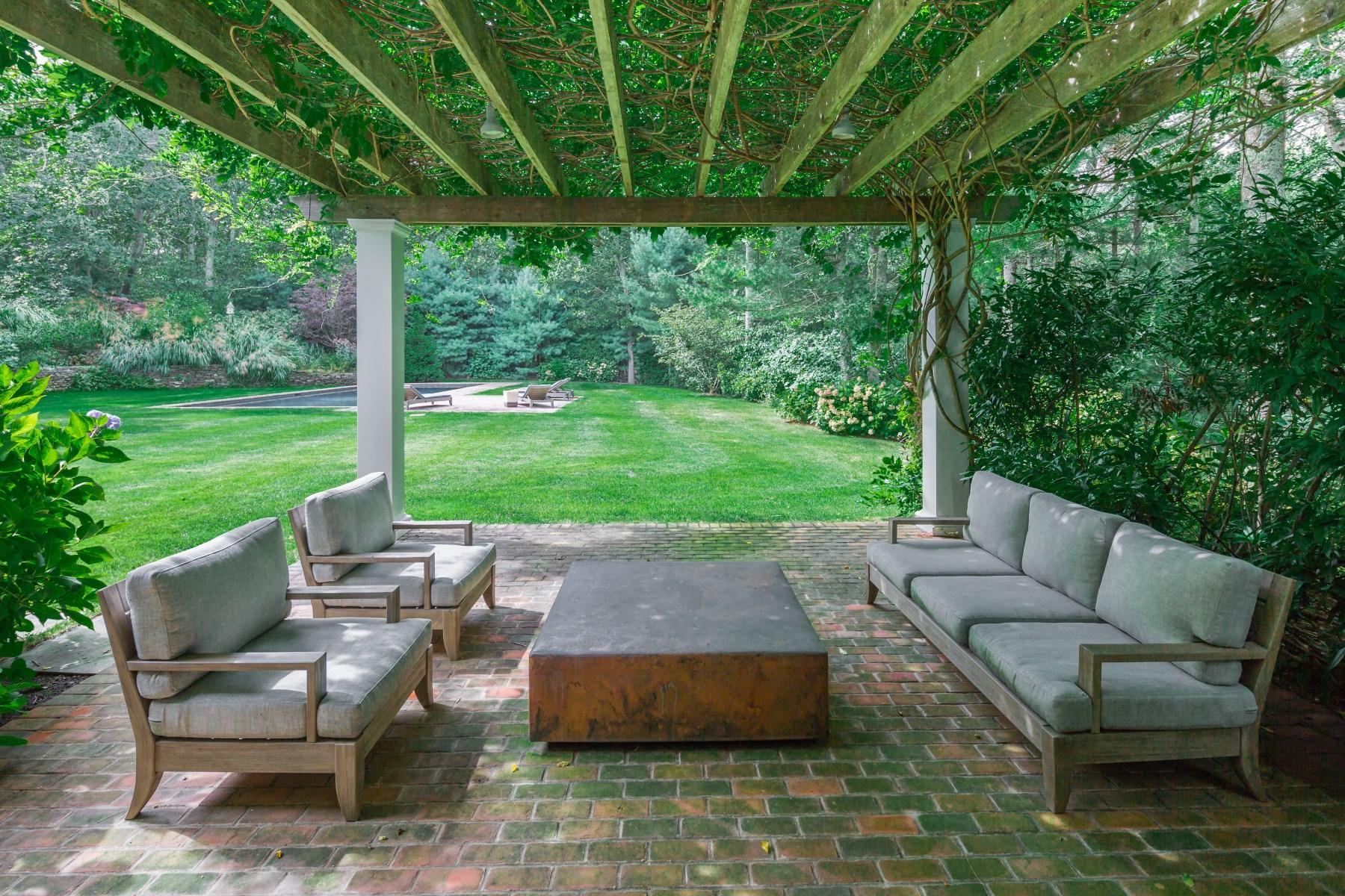 Additional photo for property listing at Prestigious Bull Run 23 Bull Run East Hampton, New York 11937 United States