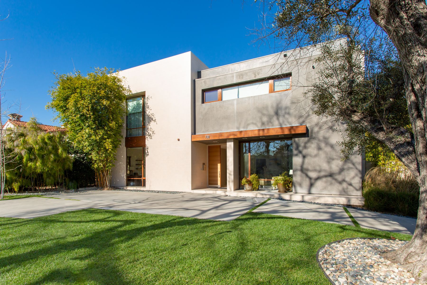 Single Family Homes for Sale at 700 Walden Drive Beverly Hills, California 90210 United States