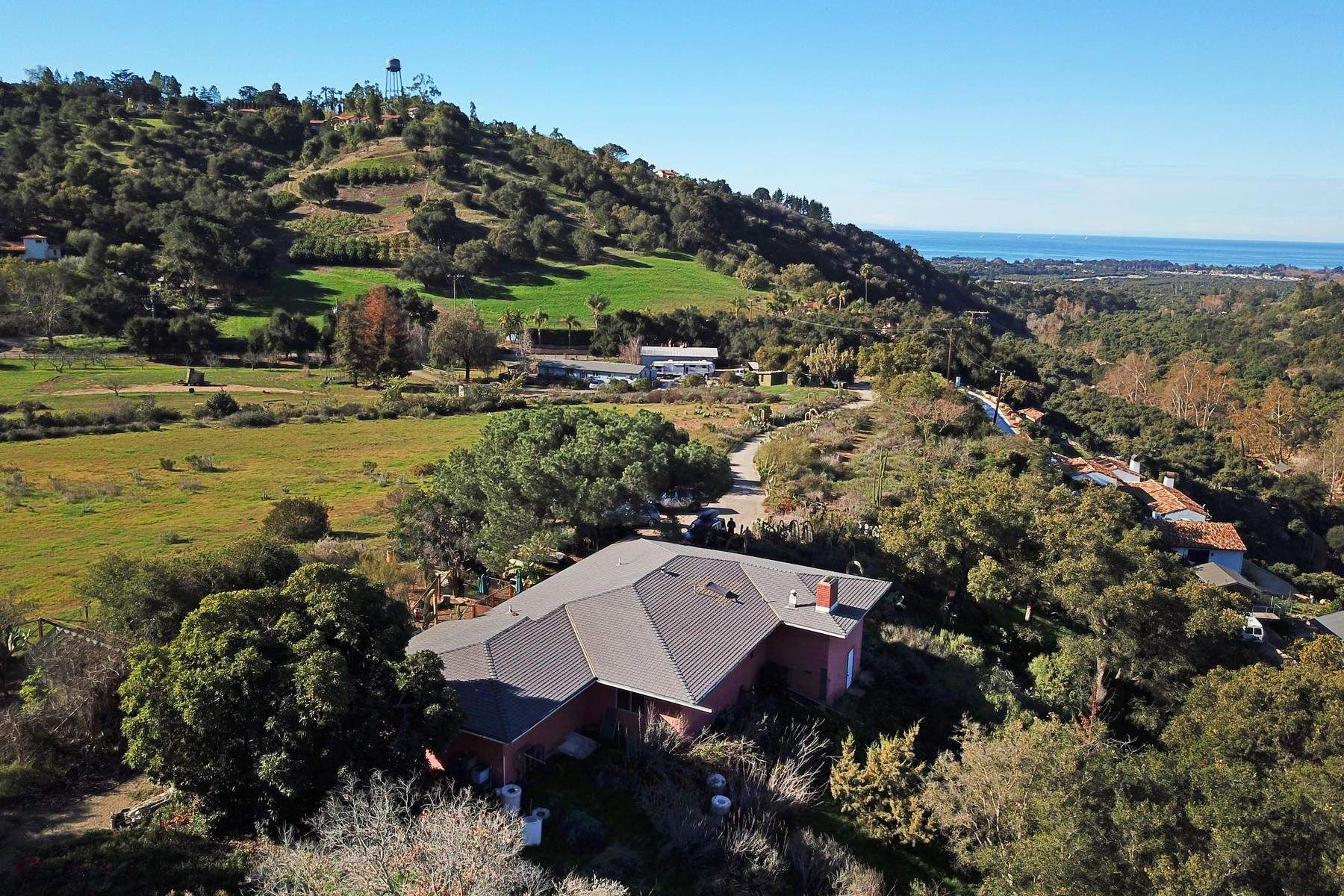 Granjas / Hacienda / Platanción por un Venta en Magical Setting with Ocean Views 7050 Gobernador Canyon Road Carpinteria, California 93013 Estados Unidos