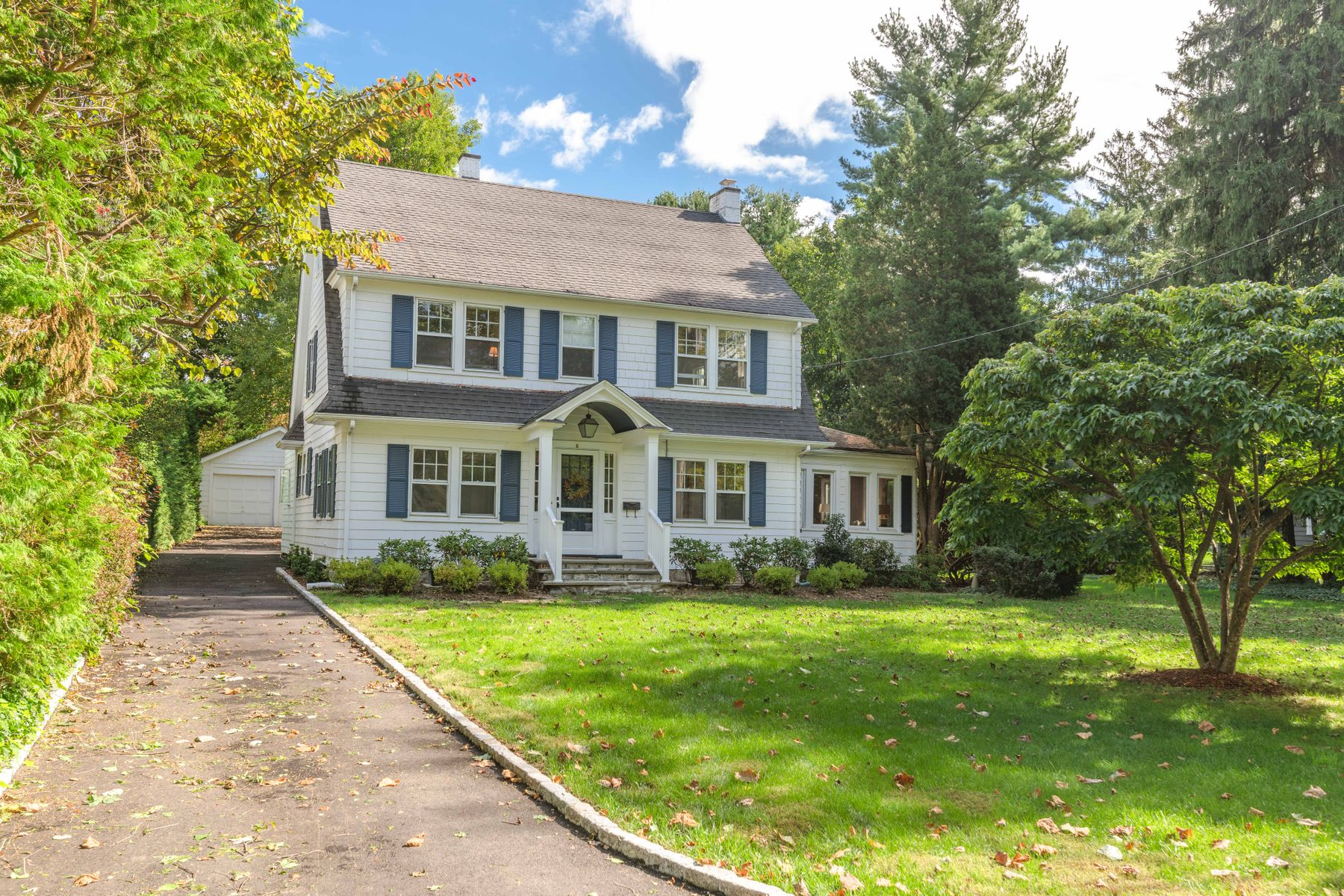 Casa Unifamiliar por un Venta en Old Greenwich Starter Home 6 North Street Old Greenwich, Connecticut 06870 Estados Unidos