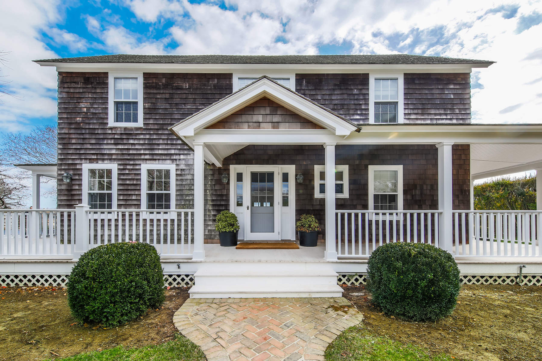 Additional photo for property listing at Renovated Traditional 125 Apaquogue Road East Hampton, New York 11937 United States