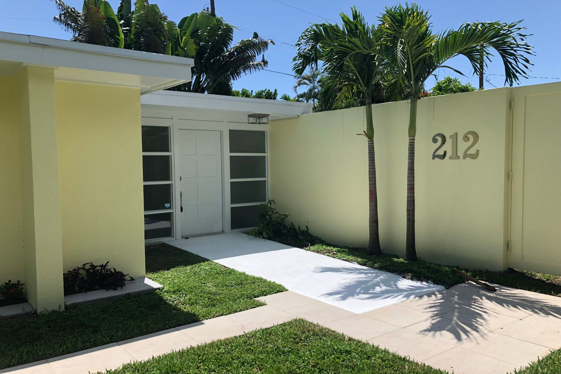Single Family Home for Sale at 212 Rugby Road - El Cid 212 Rugby Rd West Palm Beach, Florida 33405 United States