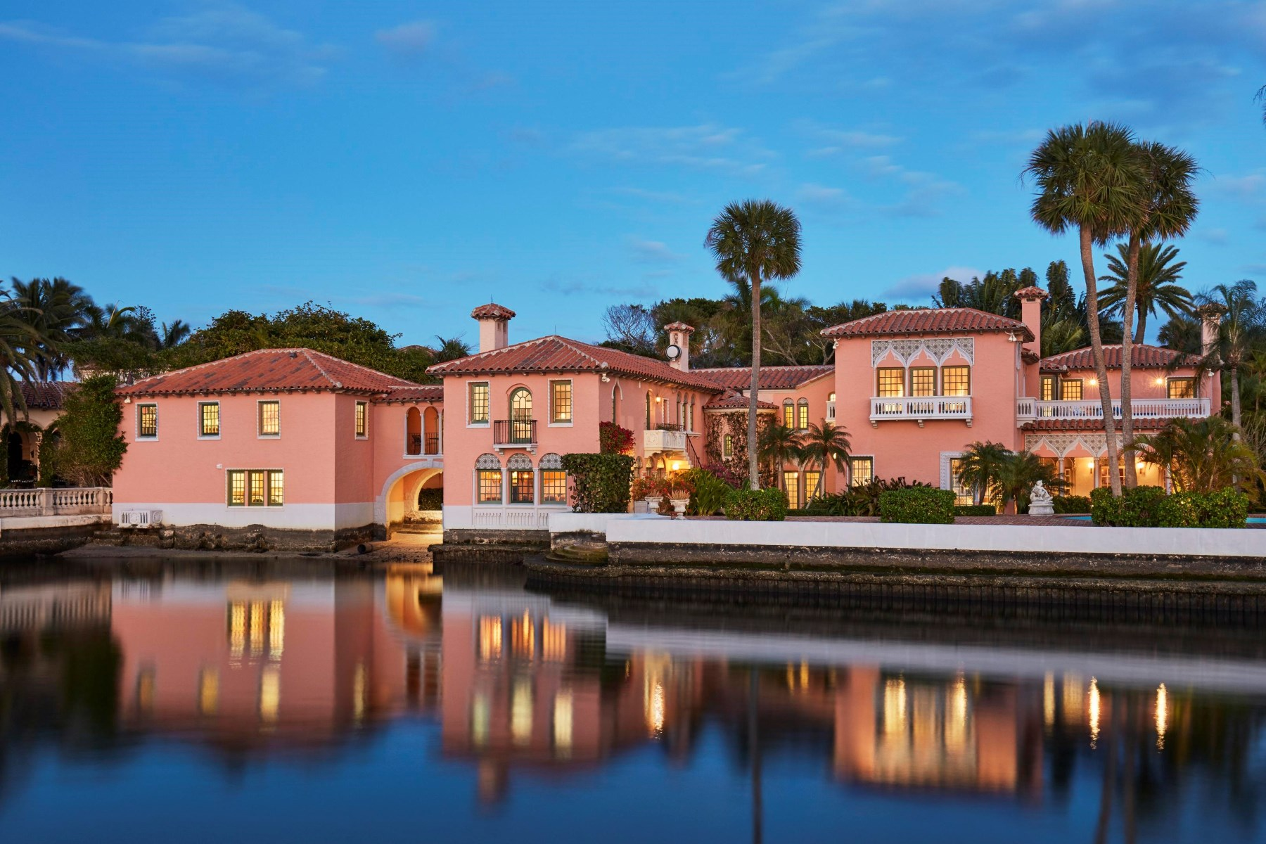 single family homes 용 매매 에 Lakefront Venetian Mizner Estate Palm Beach, 플로리다 33480 미국
