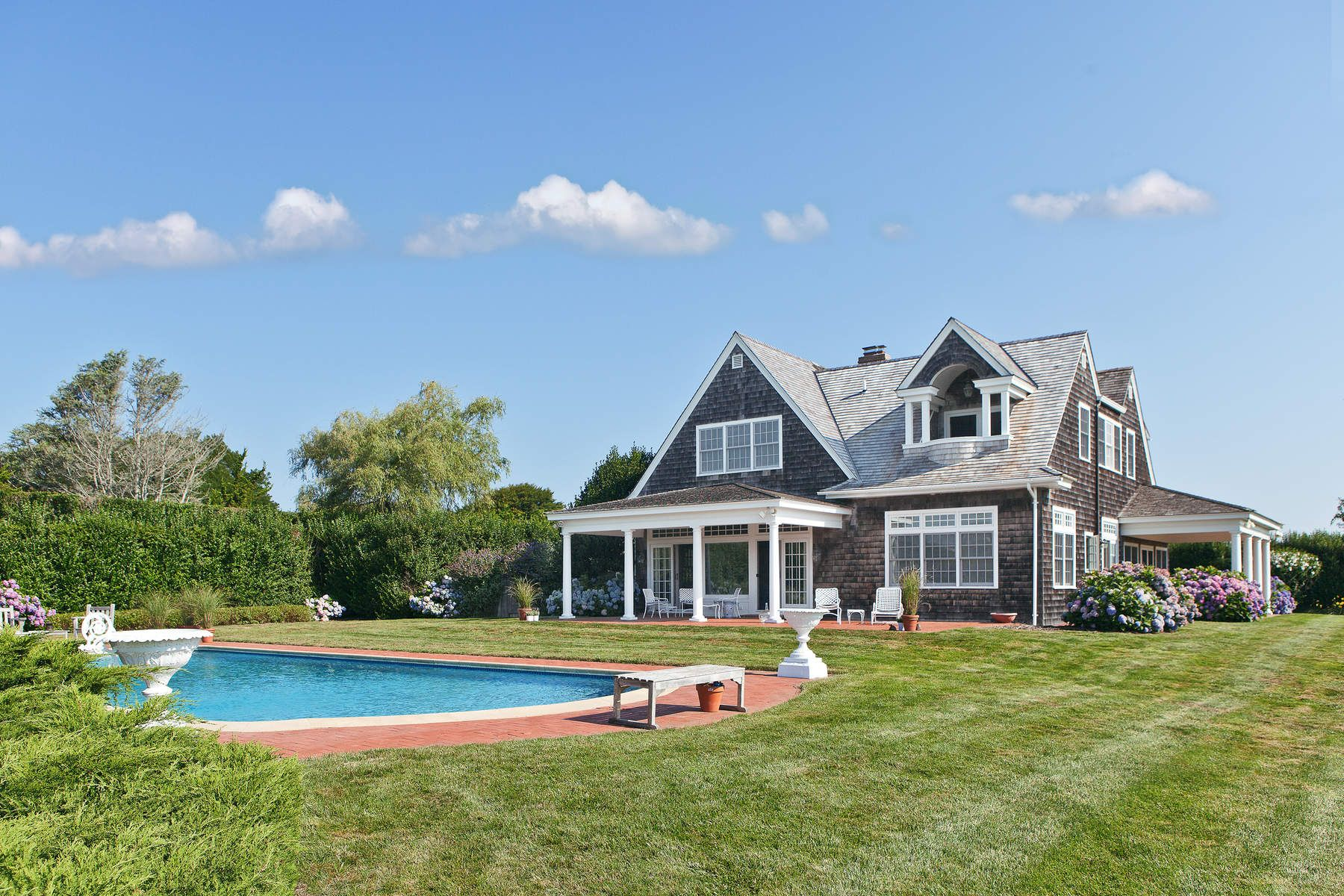 واحد منزل الأسرة للـ Sale في Oceanview Carriage House 132 Apaquogue Road, East Hampton, New York, 11937 United States