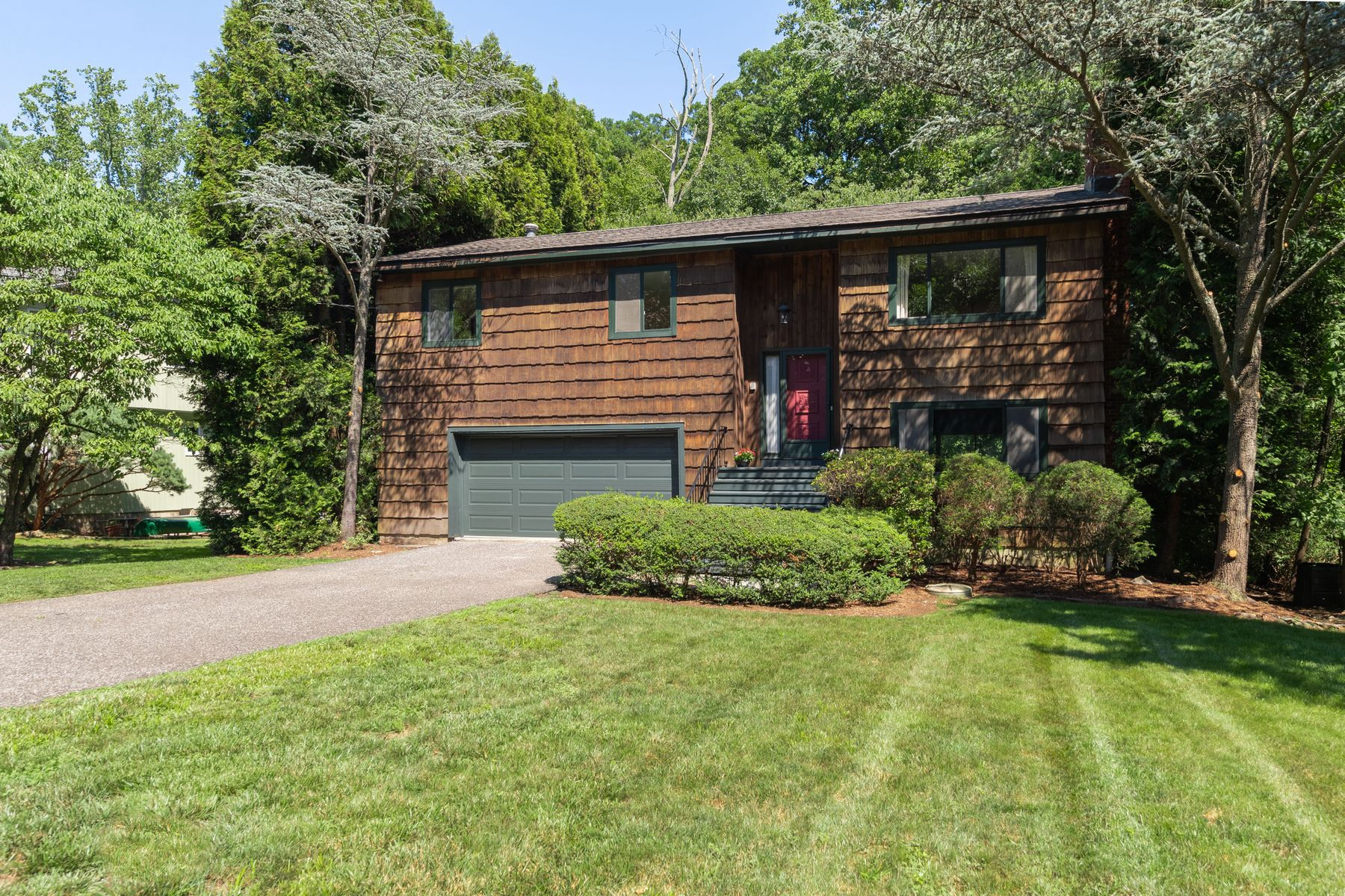 Single Family Home for Sale at 43 Sundance Drive 43 Sundance Drive Cos Cob, Connecticut 06807 United States