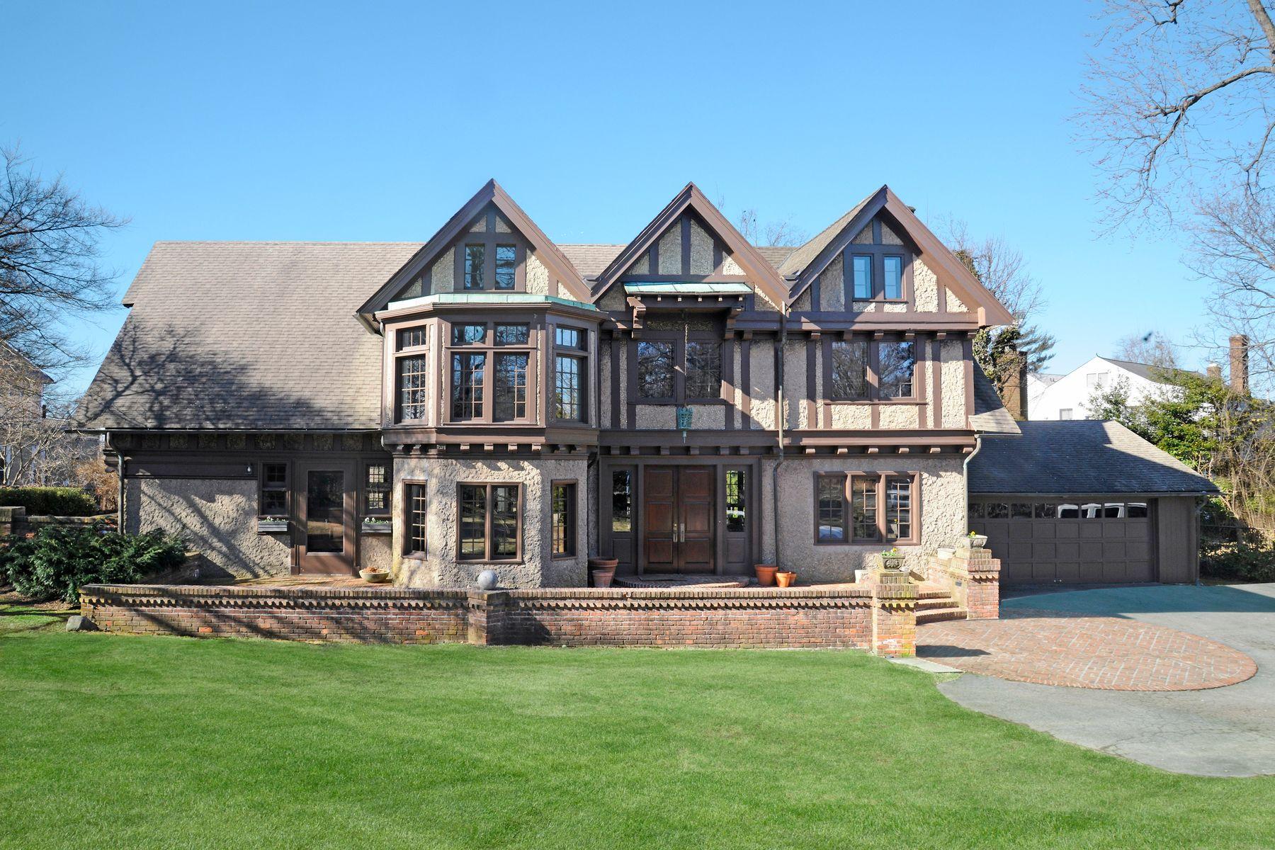 Maison unifamiliale pour l Vente à Special in Old Greenwich 174 Shore Road Old Greenwich, Connecticut 06870 États-Unis