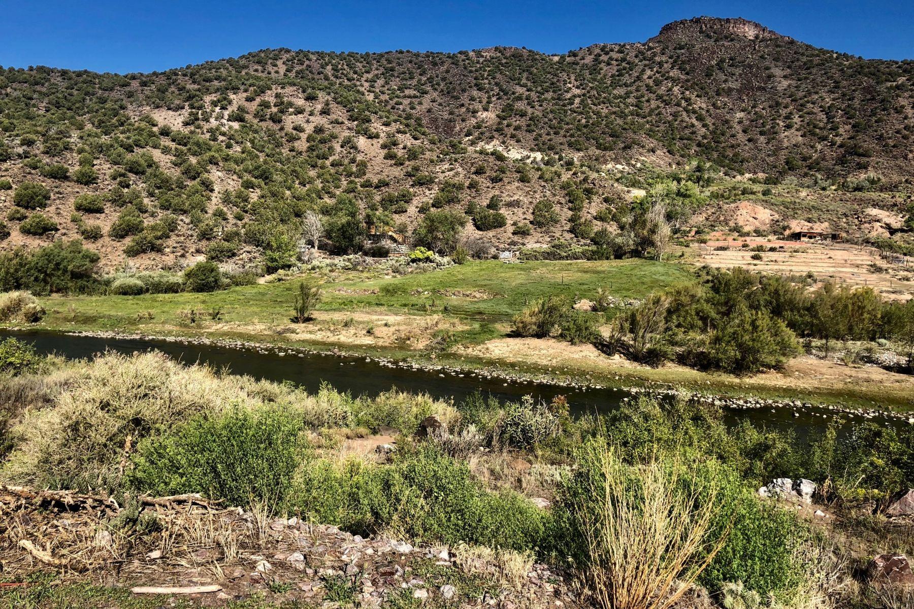 Terrain pour l Vente à Pilar Rio Grande Land Dixon, Nouveau-Mexique 87549 États-Unis