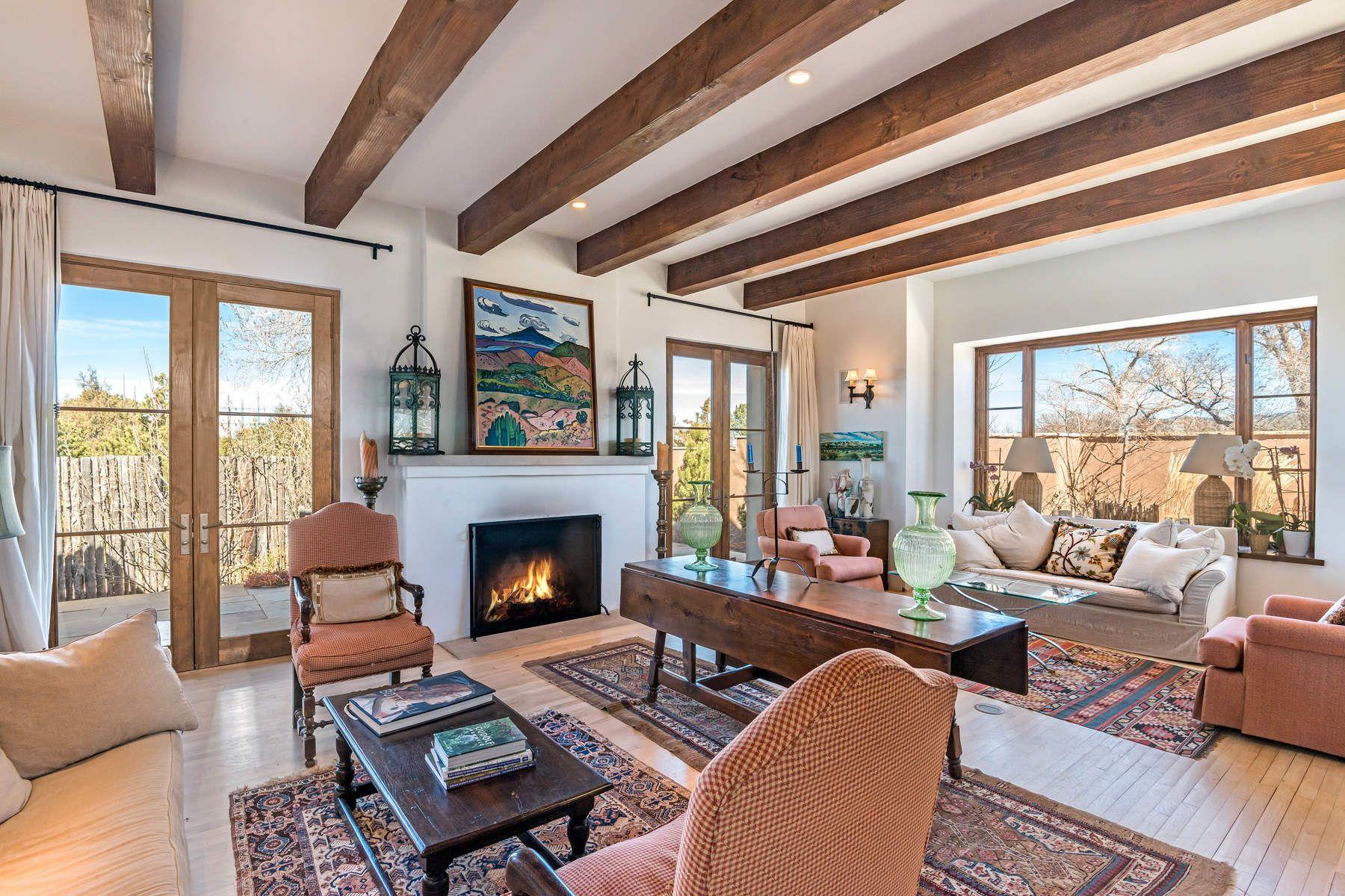 Частный односемейный дом для того Продажа на 828 Camino Ranchitos Santa Fe, Нью-Йорк, 87505 Соединенные Штаты