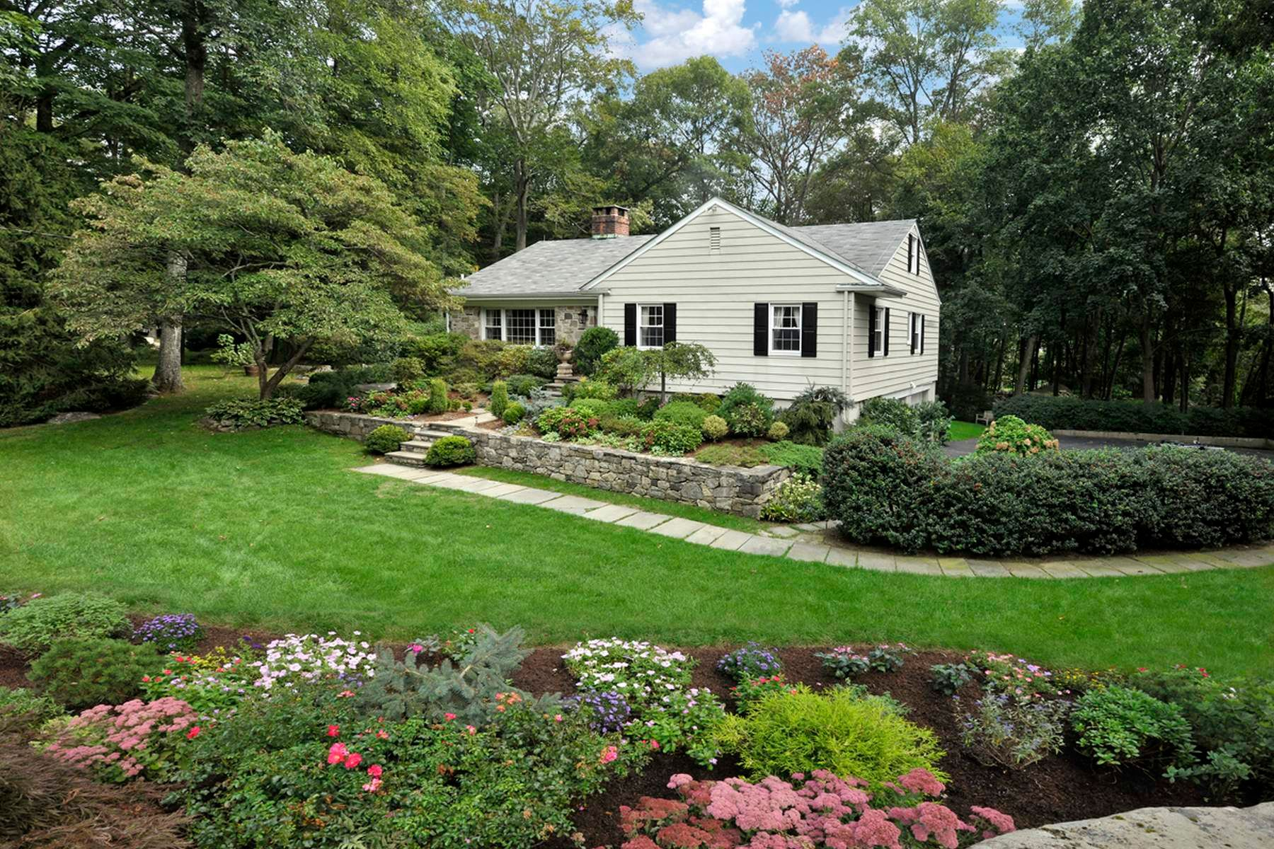 Single Family Home for Sale at 7 Cottontail Road 7 Cottontail Road Cos Cob, Connecticut 06807 United States