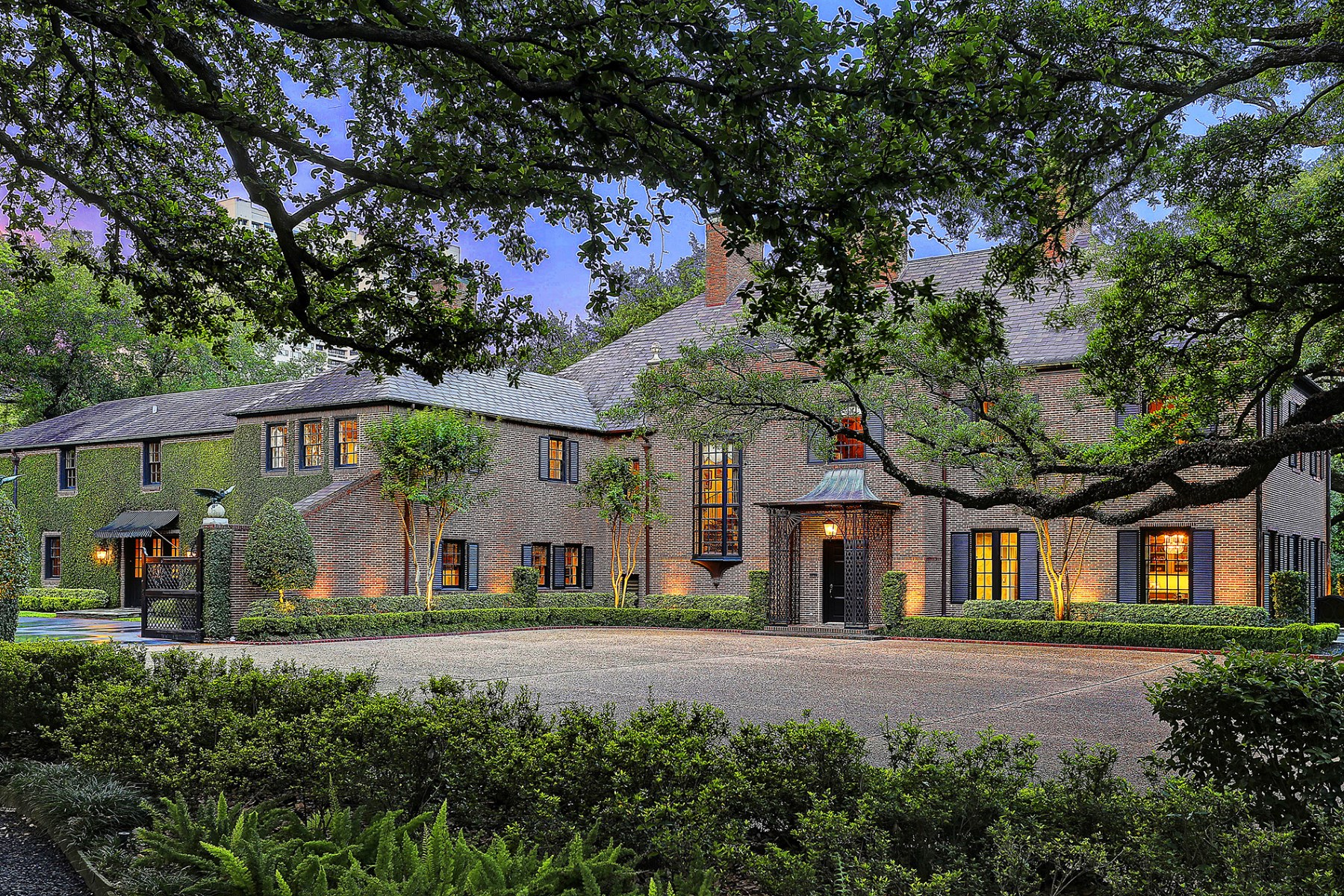 Villa per Vendita alle ore 2 Longfellow Lane Houston, Texas, 77005 Stati Uniti