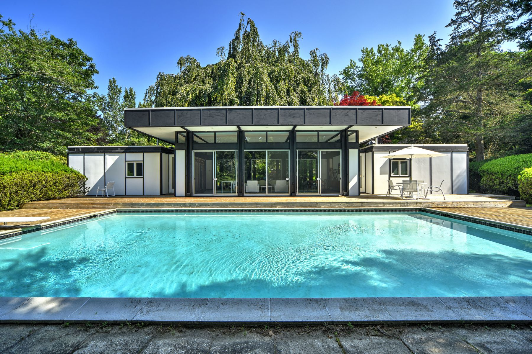 Single Family Home for Active at THE ROBERT SCULL HOUSE 123 Georgica Road East Hampton, New York 11937 United States